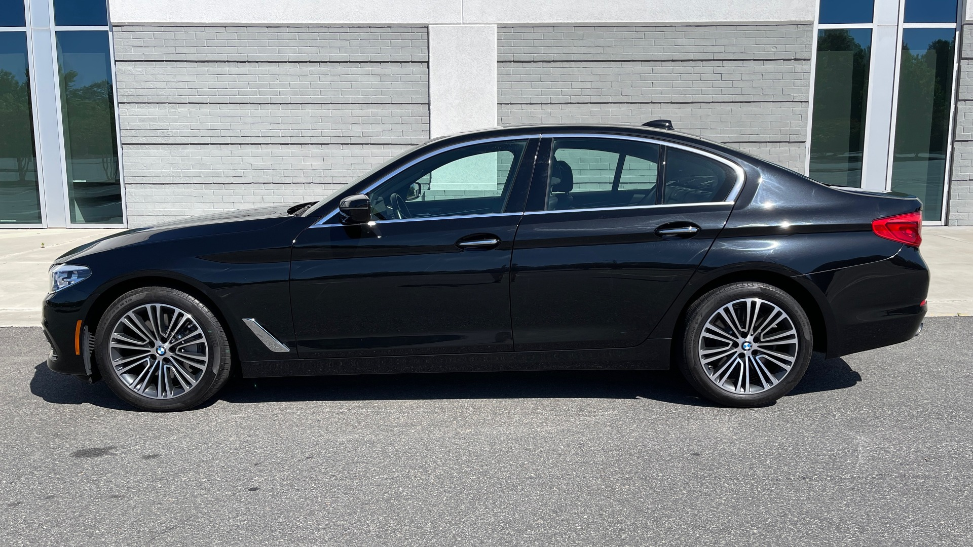 Used 2018 BMW 5 SERIES 540I XDRIVE PREMIUM / NAV / PARK ASST / WIRELESS CHARGING H/K SND for sale $38,395 at Formula Imports in Charlotte NC 28227 5
