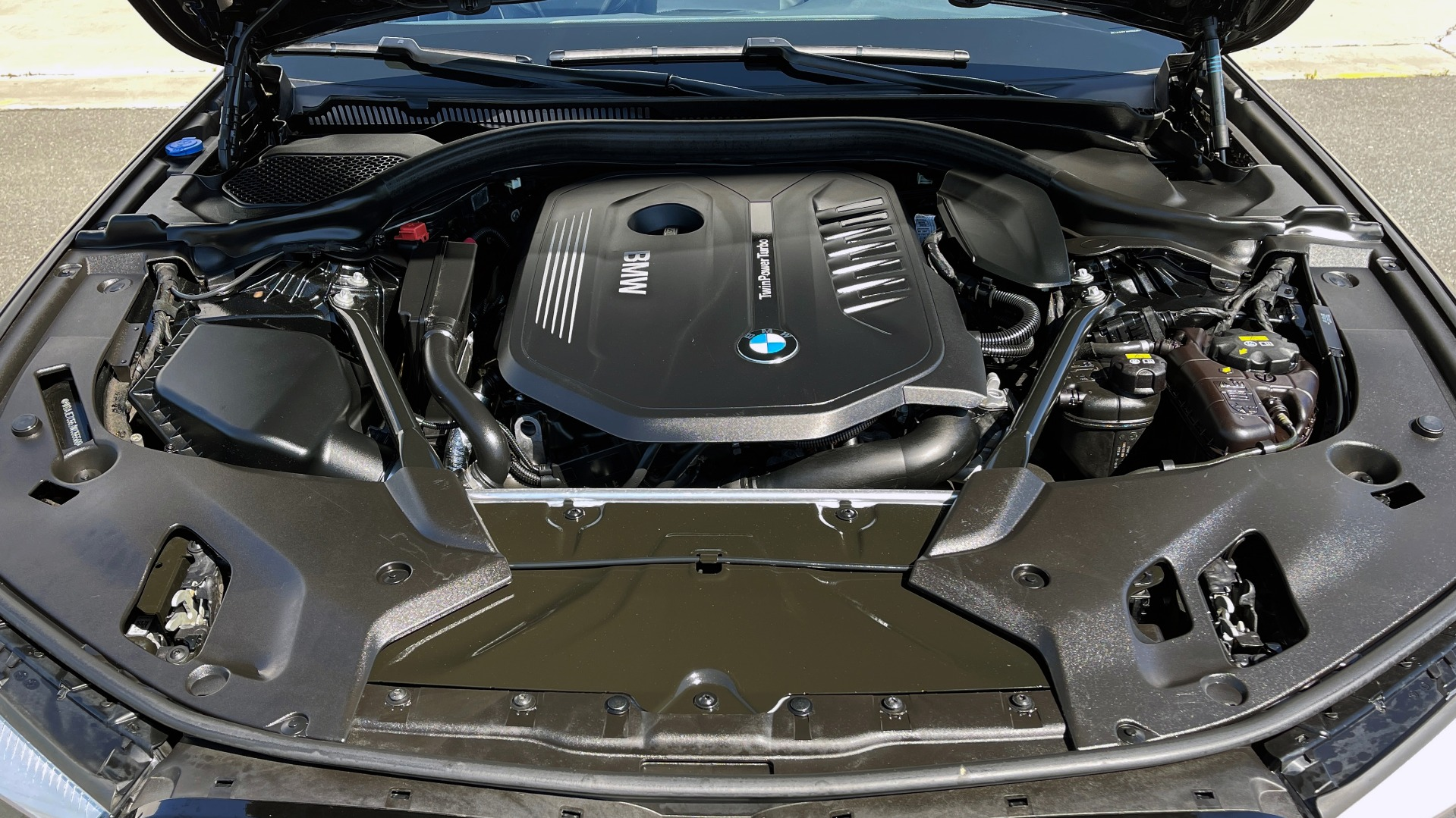 Used 2018 BMW 5 SERIES 540I XDRIVE PREMIUM / NAV / PARK ASST / WIRELESS CHARGING H/K SND for sale $38,395 at Formula Imports in Charlotte NC 28227 9
