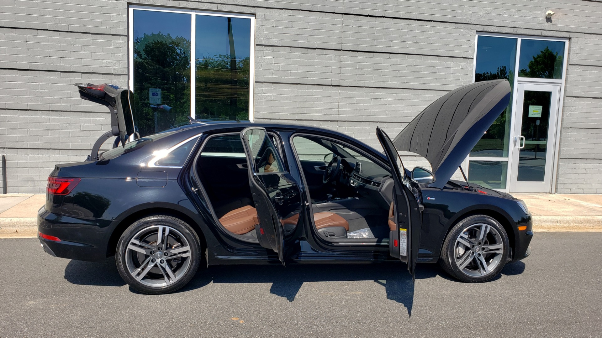 Used 2018 Audi A4 PREMIUM PLUS 2.0T / NAV / SUNROOF / B&O SND / CLD WTHR / REARVIEW for sale $30,695 at Formula Imports in Charlotte NC 28227 11