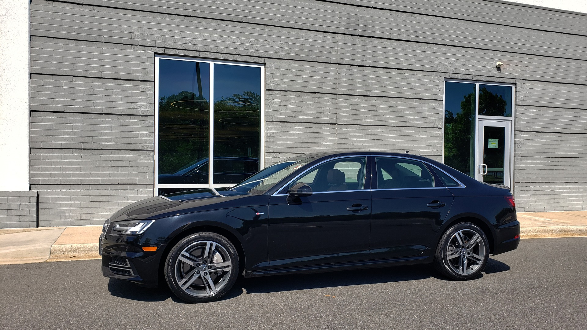 Used 2018 Audi A4 PREMIUM PLUS 2.0T / NAV / SUNROOF / B&O SND / CLD WTHR / REARVIEW for sale $30,695 at Formula Imports in Charlotte NC 28227 3
