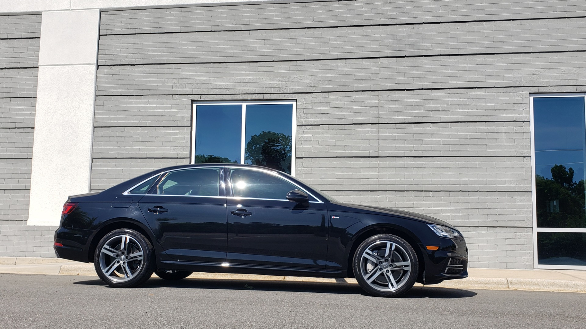 Used 2018 Audi A4 PREMIUM PLUS 2.0T / NAV / SUNROOF / B&O SND / CLD WTHR / REARVIEW for sale $30,695 at Formula Imports in Charlotte NC 28227 9