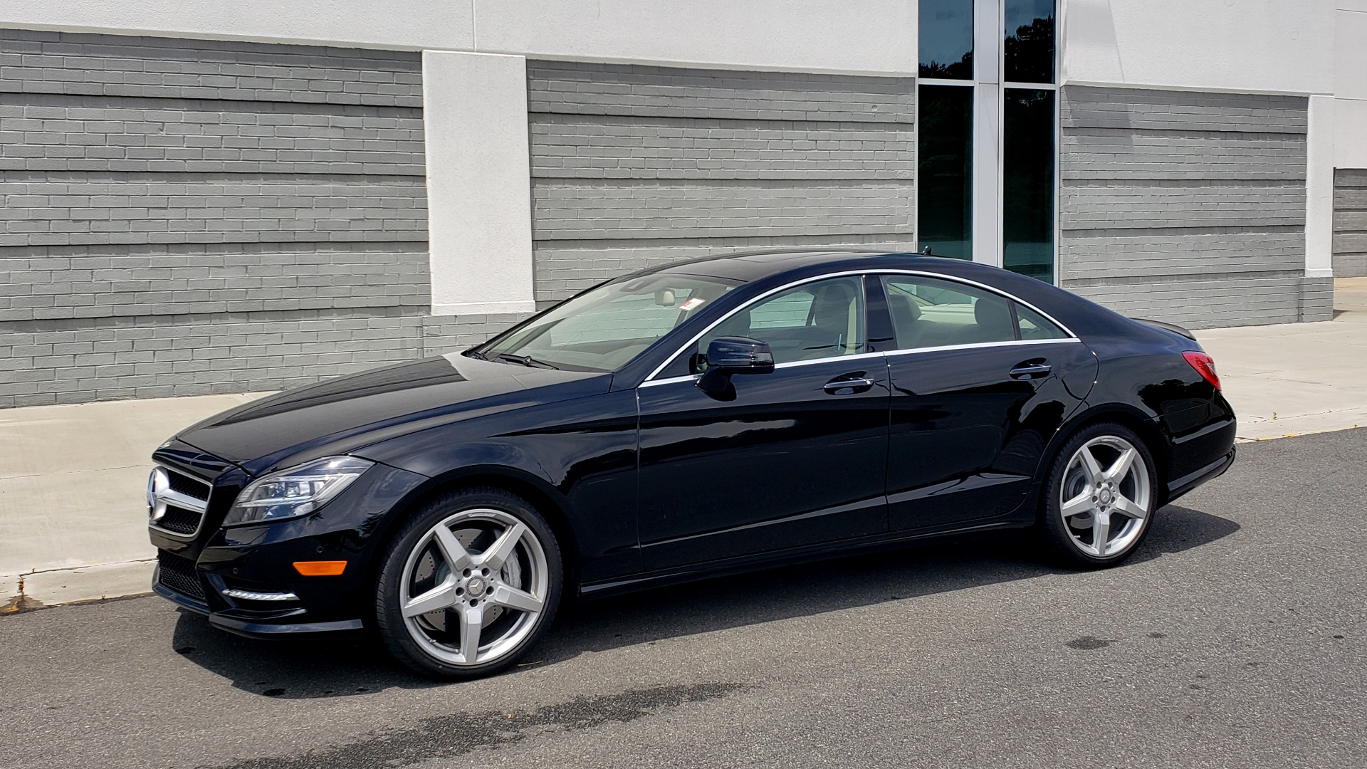 Used 2014 Mercedes-Benz CLS-CLASS CLS 550 PREMIUM / AMG SPORT WHLS / SUNROOF / LANE TRACK / PARKTRONIC for sale Sold at Formula Imports in Charlotte NC 28227 4