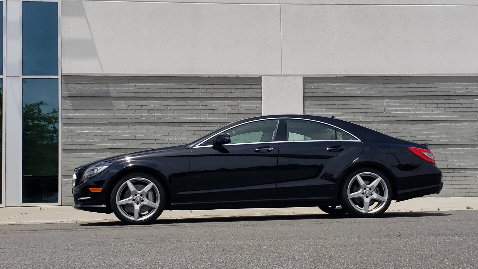 Used 2014 Mercedes-Benz CLS-CLASS CLS 550 PREMIUM / AMG SPORT WHLS / SUNROOF / LANE TRACK / PARKTRONIC for sale Sold at Formula Imports in Charlotte NC 28227 5