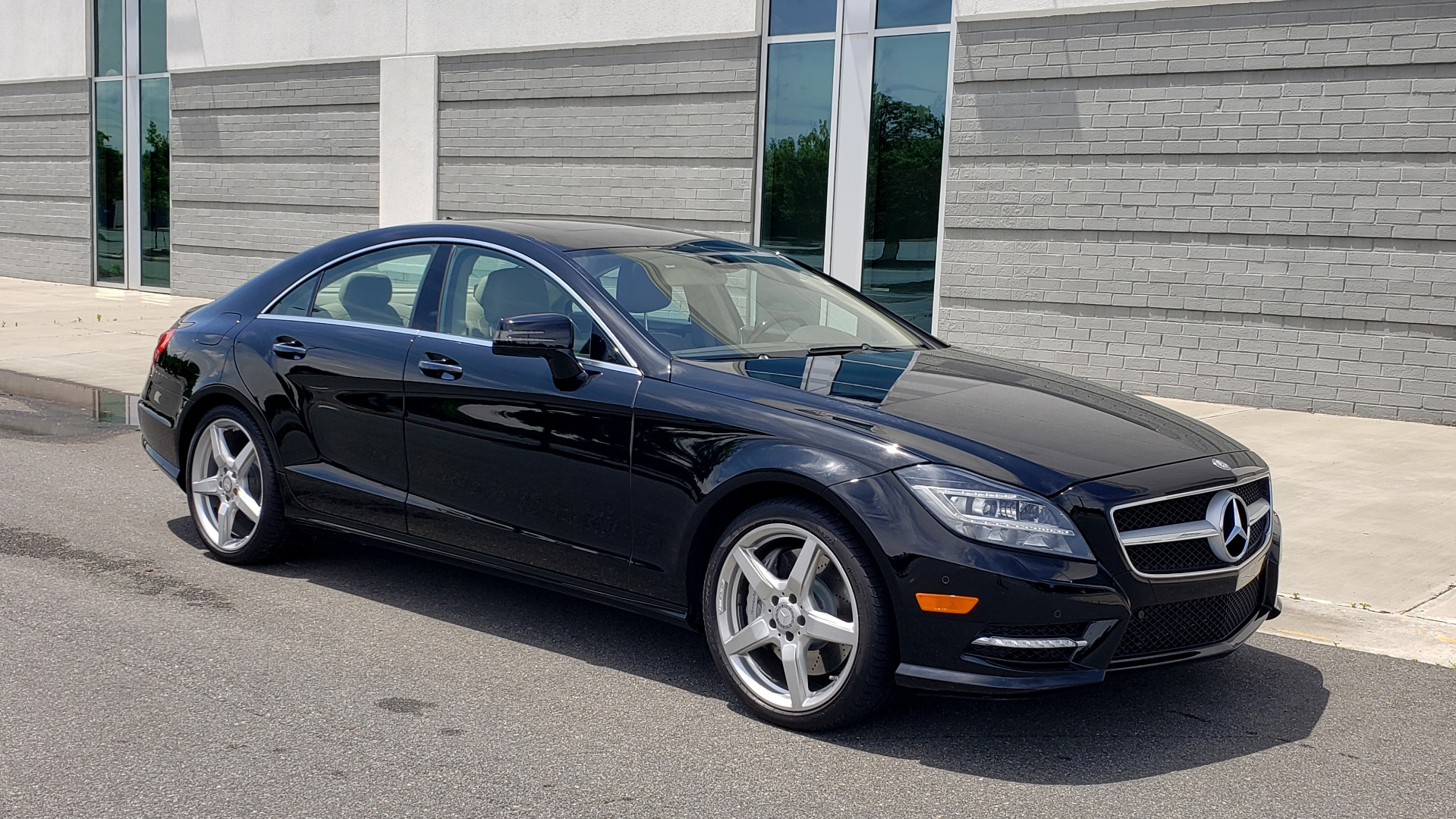 Used 2014 Mercedes-Benz CLS-CLASS CLS 550 PREMIUM / AMG SPORT WHLS / SUNROOF / LANE TRACK / PARKTRONIC for sale Sold at Formula Imports in Charlotte NC 28227 7