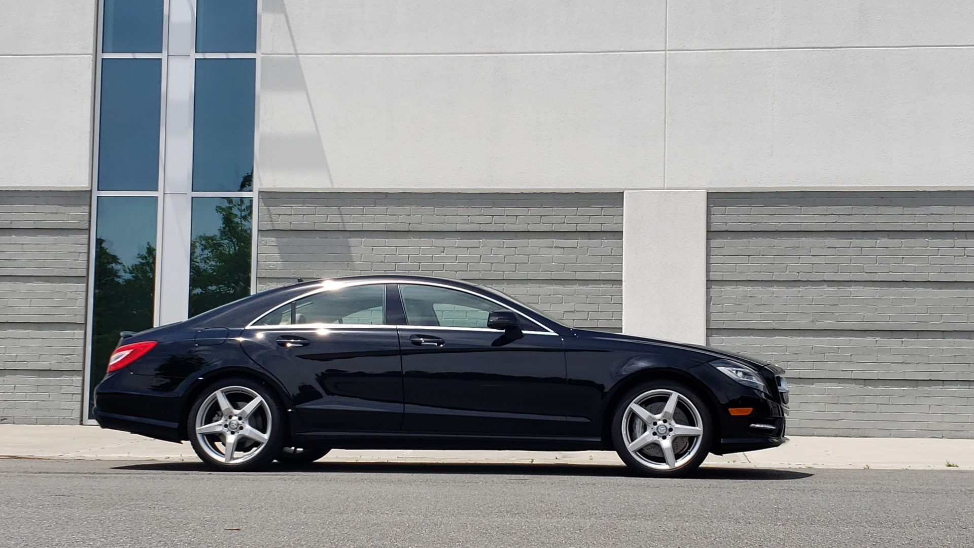 Used 2014 Mercedes-Benz CLS-CLASS CLS 550 PREMIUM / AMG SPORT WHLS / SUNROOF / LANE TRACK / PARKTRONIC for sale Sold at Formula Imports in Charlotte NC 28227 8
