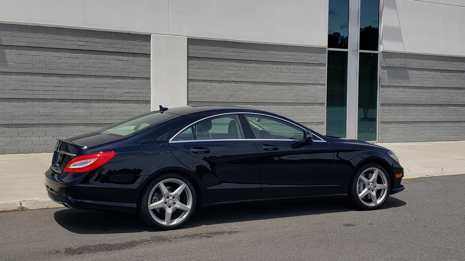 Used 2014 Mercedes-Benz CLS-CLASS CLS 550 PREMIUM / AMG SPORT WHLS / SUNROOF / LANE TRACK / PARKTRONIC for sale Sold at Formula Imports in Charlotte NC 28227 9