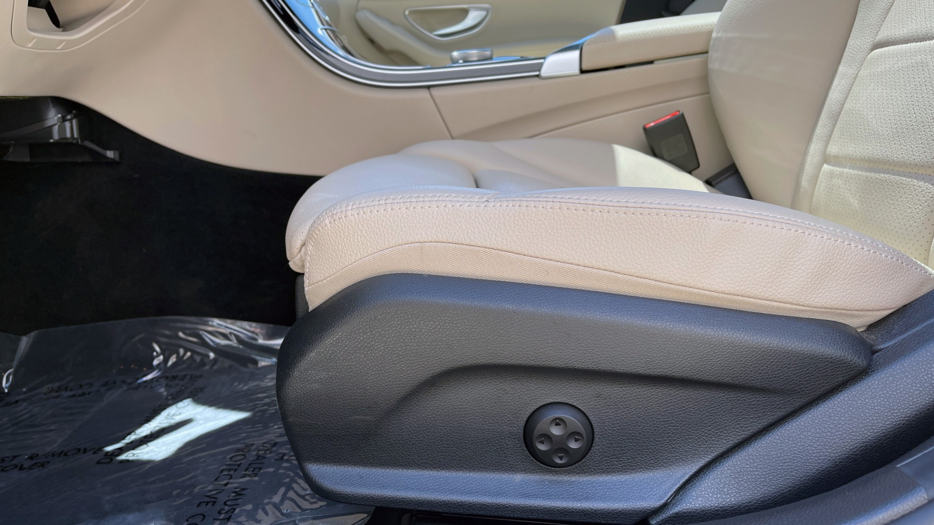 Used 2018 Mercedes-Benz C-CLASS C 300 PREMIUM / KEYLESS-GO / PANO-ROOF / BURMESTER / REARVIEW for sale $29,495 at Formula Imports in Charlotte NC 28227 33