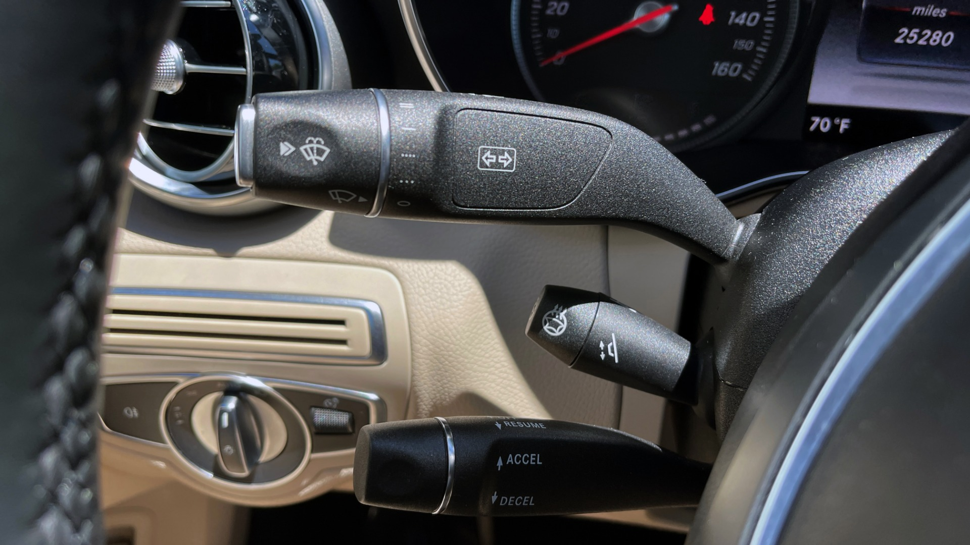 Used 2018 Mercedes-Benz C-CLASS C 300 PREMIUM / KEYLESS-GO / PANO-ROOF / BURMESTER / REARVIEW for sale $29,495 at Formula Imports in Charlotte NC 28227 36