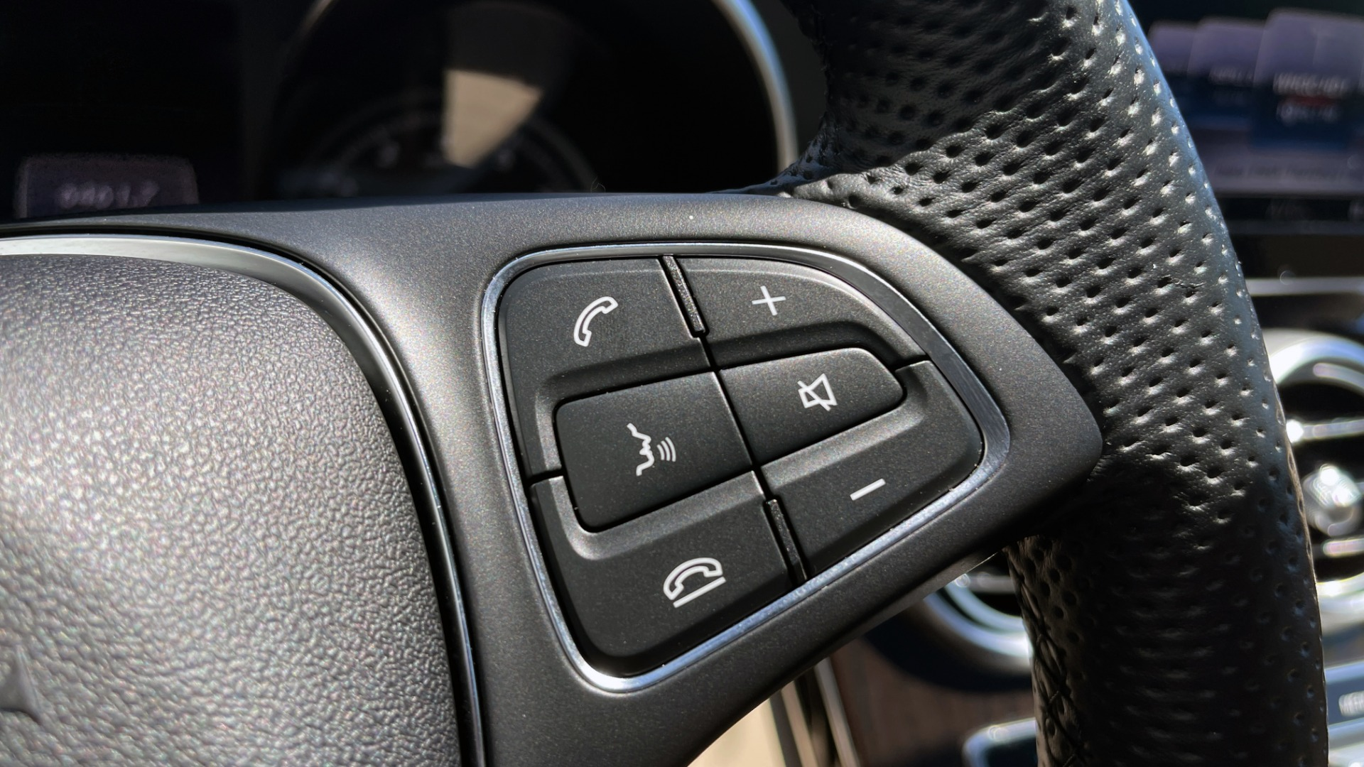 Used 2018 Mercedes-Benz C-CLASS C 300 PREMIUM / KEYLESS-GO / PANO-ROOF / BURMESTER / REARVIEW for sale $29,495 at Formula Imports in Charlotte NC 28227 39
