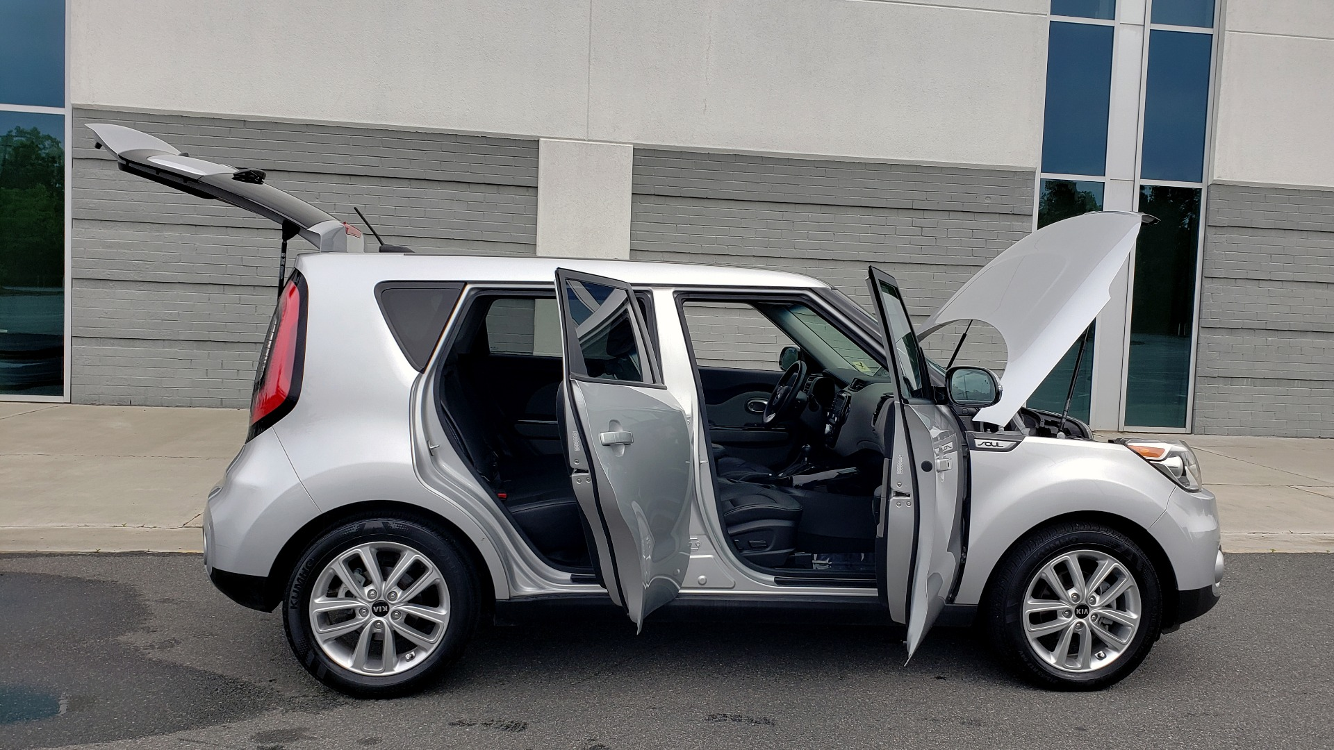 Used 2017 Kia SOUL PLUS / NAV / SUNROOF / LEATHER / HTD STS / REARVIEW for sale $16,995 at Formula Imports in Charlotte NC 28227 10