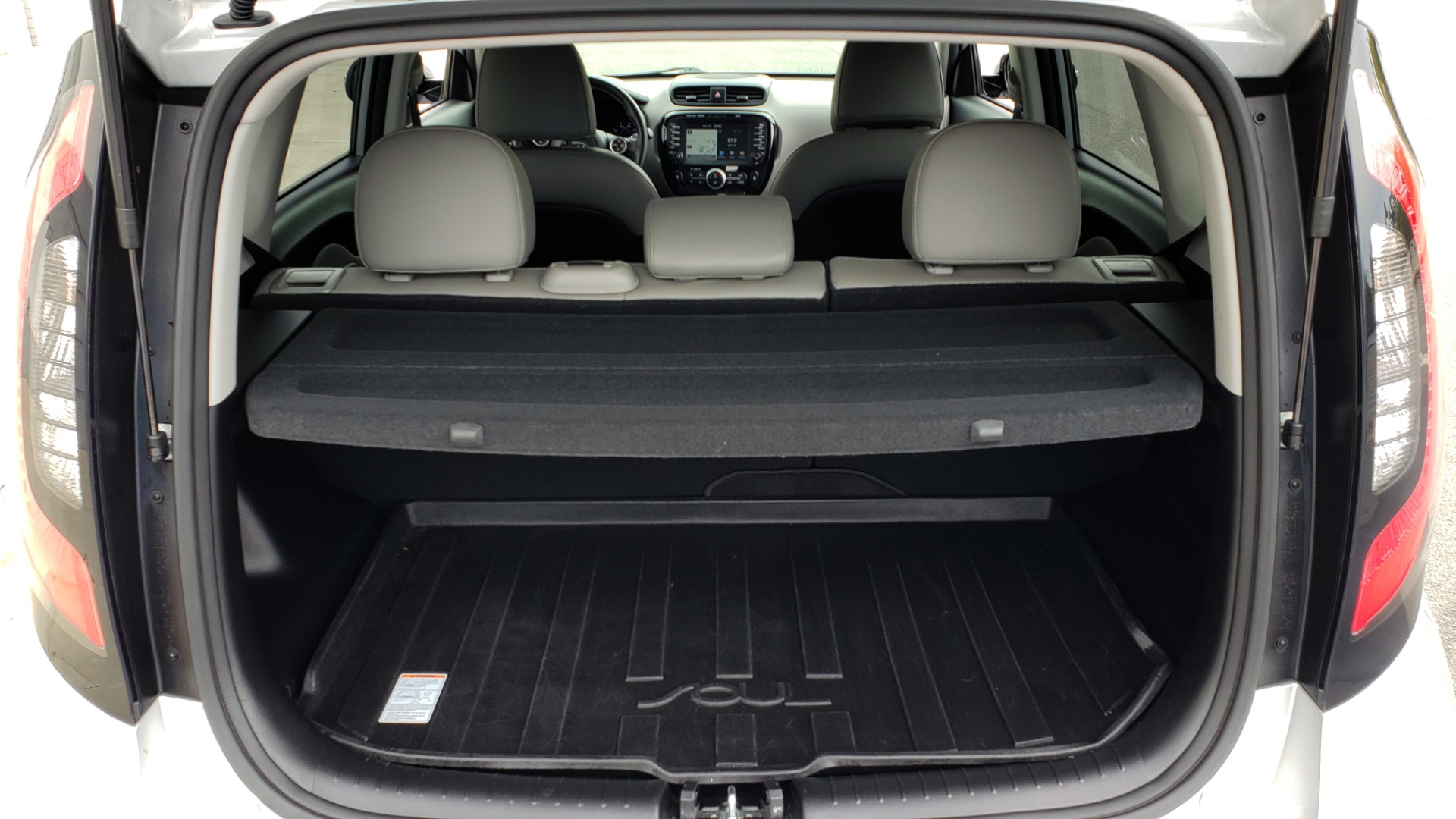 Used 2017 Kia SOUL PLUS / NAV / SUNROOF / LEATHER / HTD STS / REARVIEW for sale $16,995 at Formula Imports in Charlotte NC 28227 13