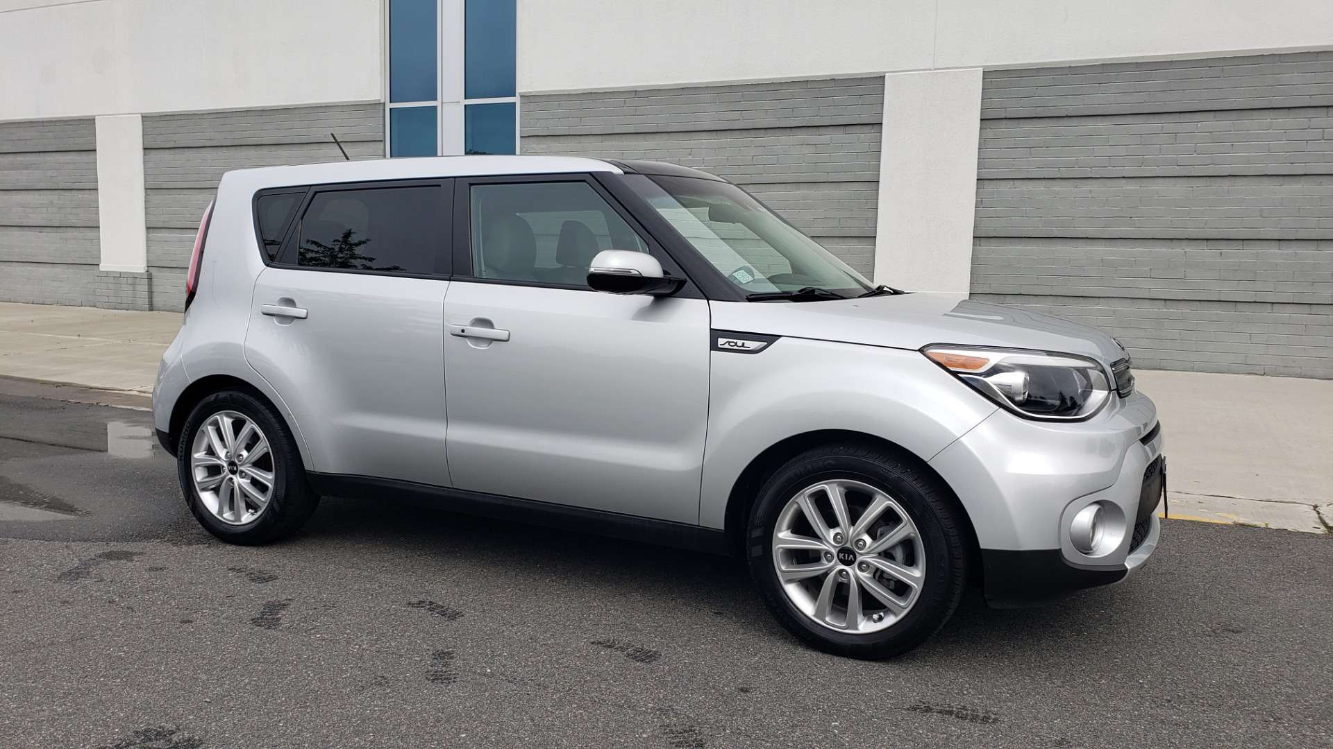 Used 2017 Kia SOUL PLUS / NAV / SUNROOF / LEATHER / HTD STS / REARVIEW for sale $16,995 at Formula Imports in Charlotte NC 28227 2