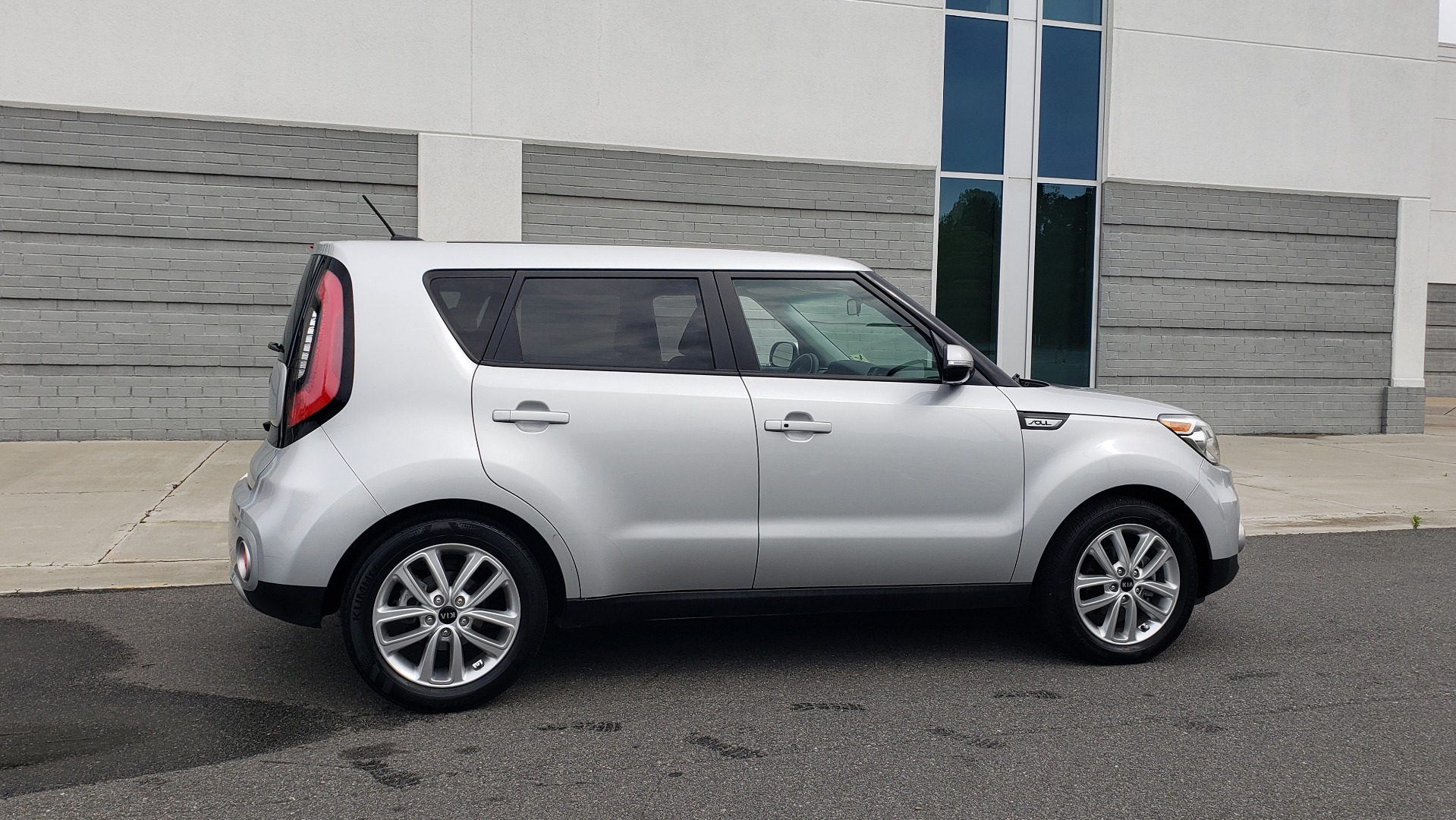 Used 2017 Kia SOUL PLUS / NAV / SUNROOF / LEATHER / HTD STS / REARVIEW for sale $16,995 at Formula Imports in Charlotte NC 28227 3