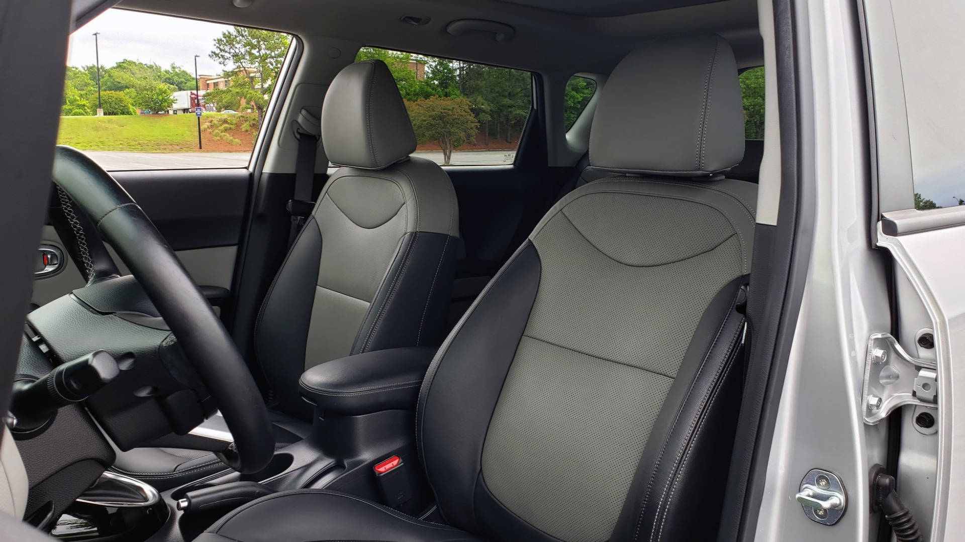 Used 2017 Kia SOUL PLUS / NAV / SUNROOF / LEATHER / HTD STS / REARVIEW for sale $16,995 at Formula Imports in Charlotte NC 28227 34