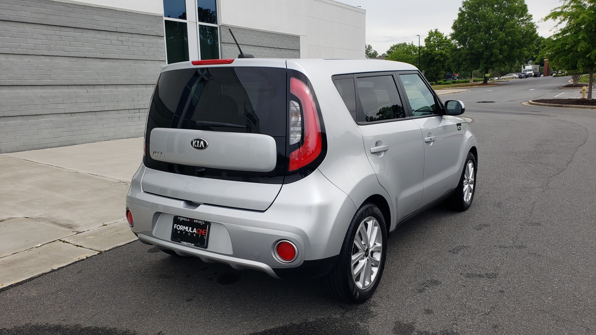Used 2017 Kia SOUL PLUS / NAV / SUNROOF / LEATHER / HTD STS / REARVIEW for sale $16,995 at Formula Imports in Charlotte NC 28227 4