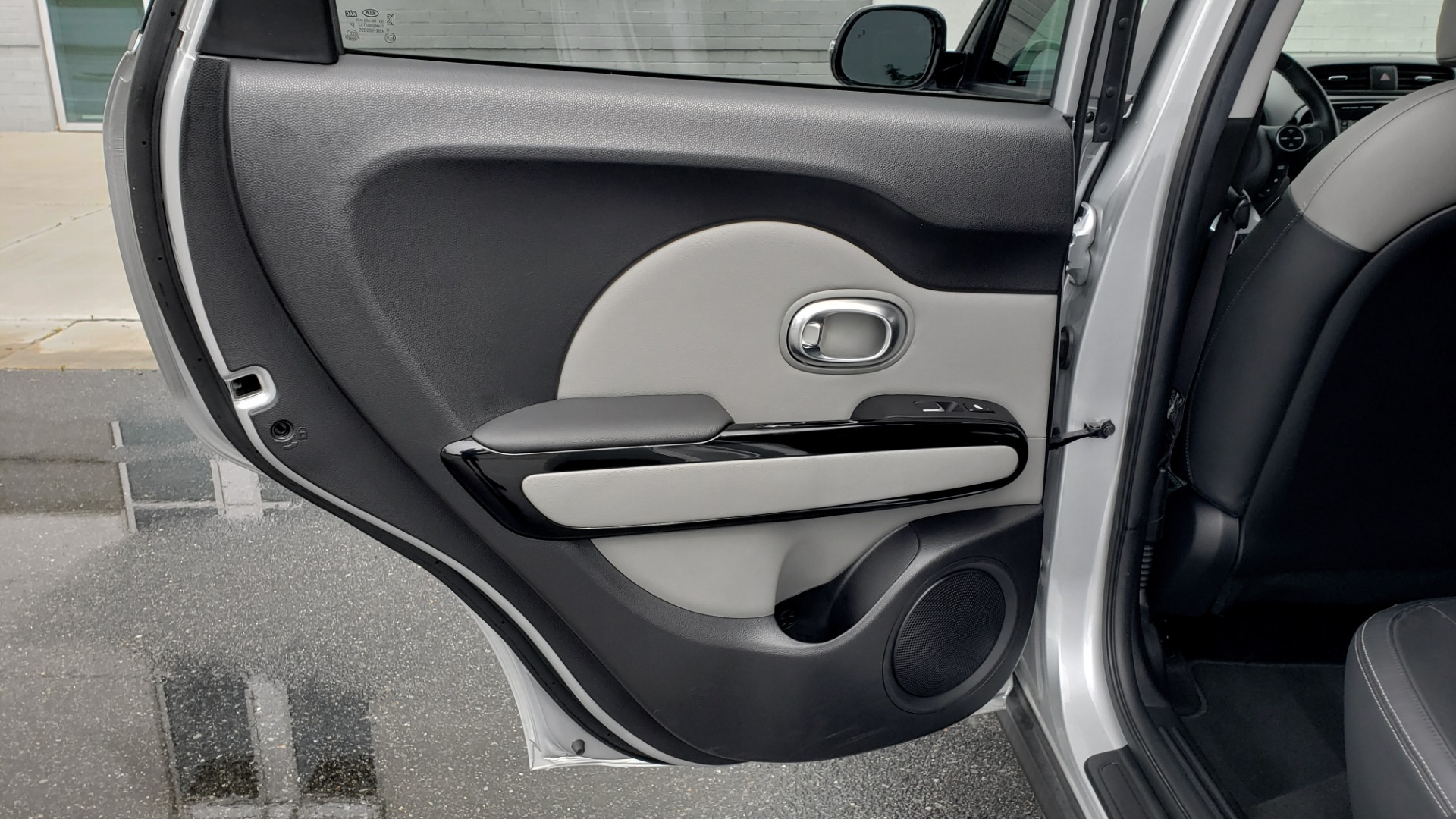 Used 2017 Kia SOUL PLUS / NAV / SUNROOF / LEATHER / HTD STS / REARVIEW for sale $16,995 at Formula Imports in Charlotte NC 28227 52