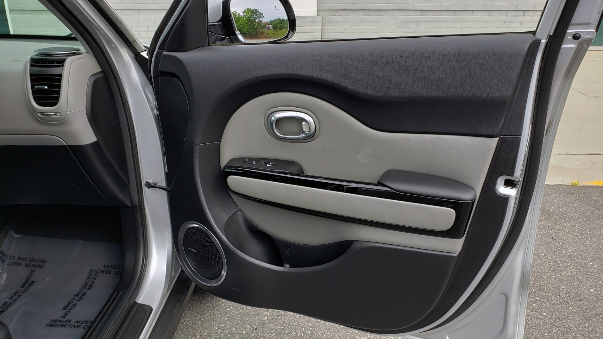Used 2017 Kia SOUL PLUS / NAV / SUNROOF / LEATHER / HTD STS / REARVIEW for sale $16,995 at Formula Imports in Charlotte NC 28227 57