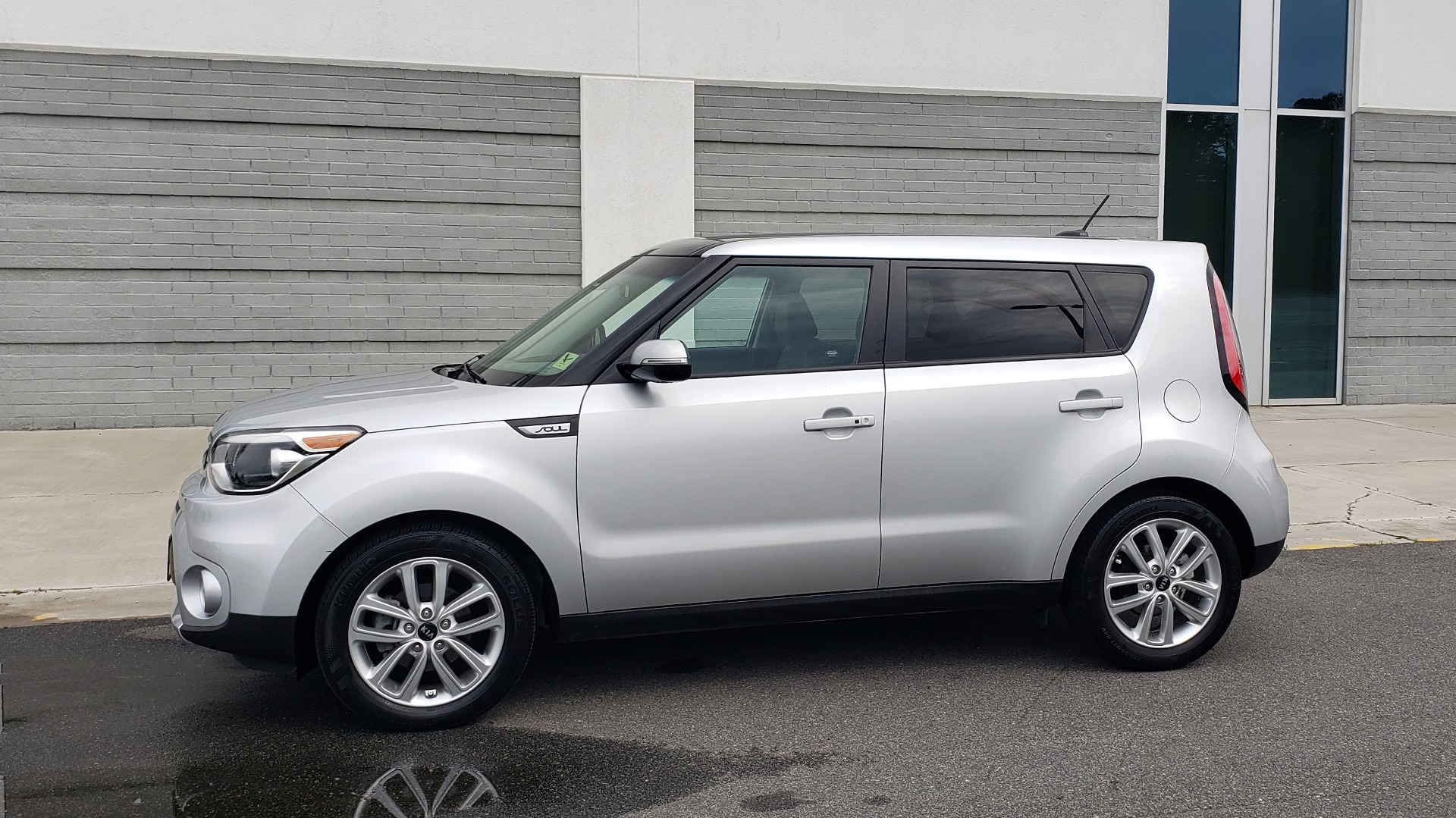 Used 2017 Kia SOUL PLUS / NAV / SUNROOF / LEATHER / HTD STS / REARVIEW for sale $16,995 at Formula Imports in Charlotte NC 28227 6