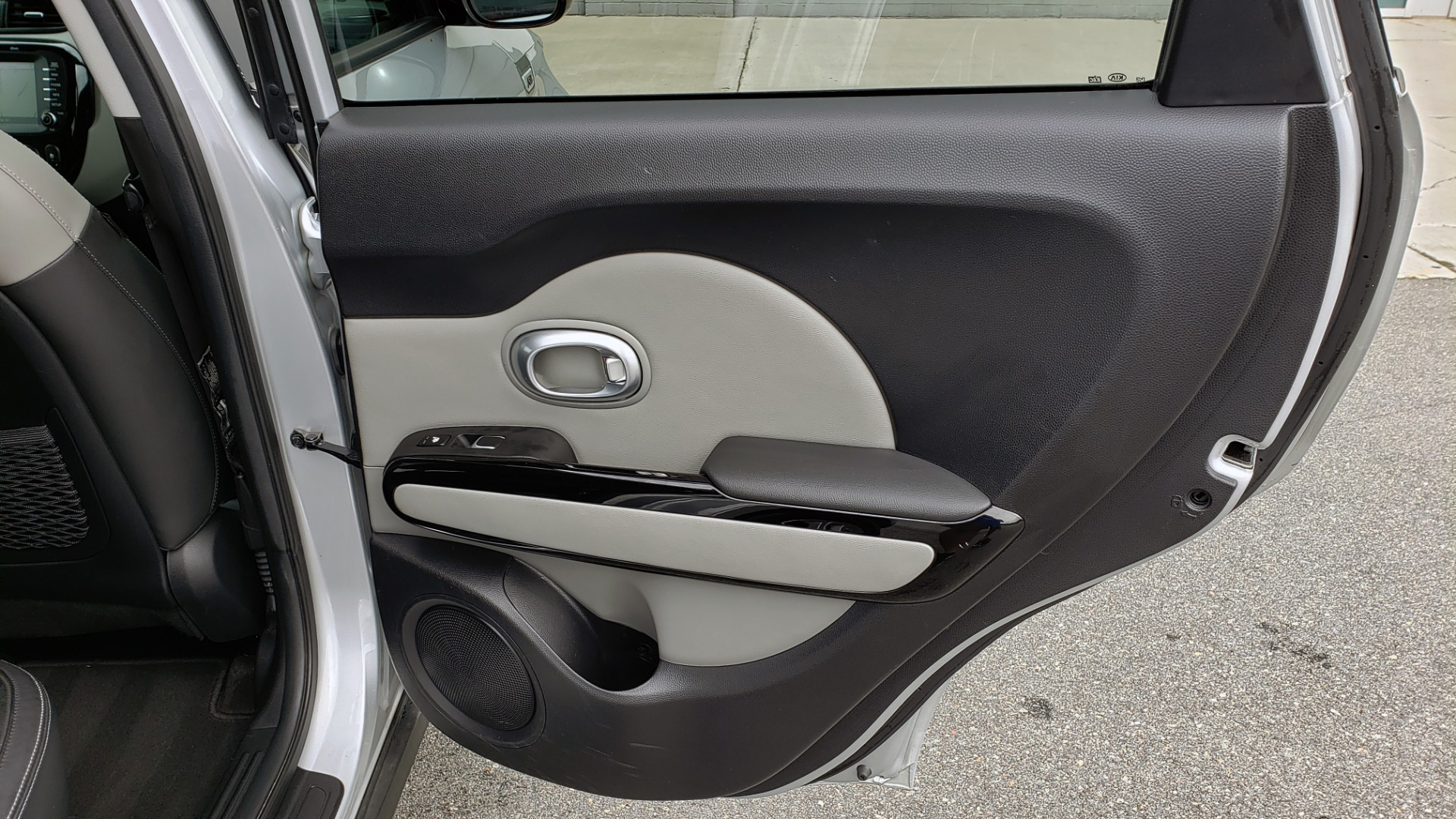 Used 2017 Kia SOUL PLUS / NAV / SUNROOF / LEATHER / HTD STS / REARVIEW for sale $16,995 at Formula Imports in Charlotte NC 28227 63