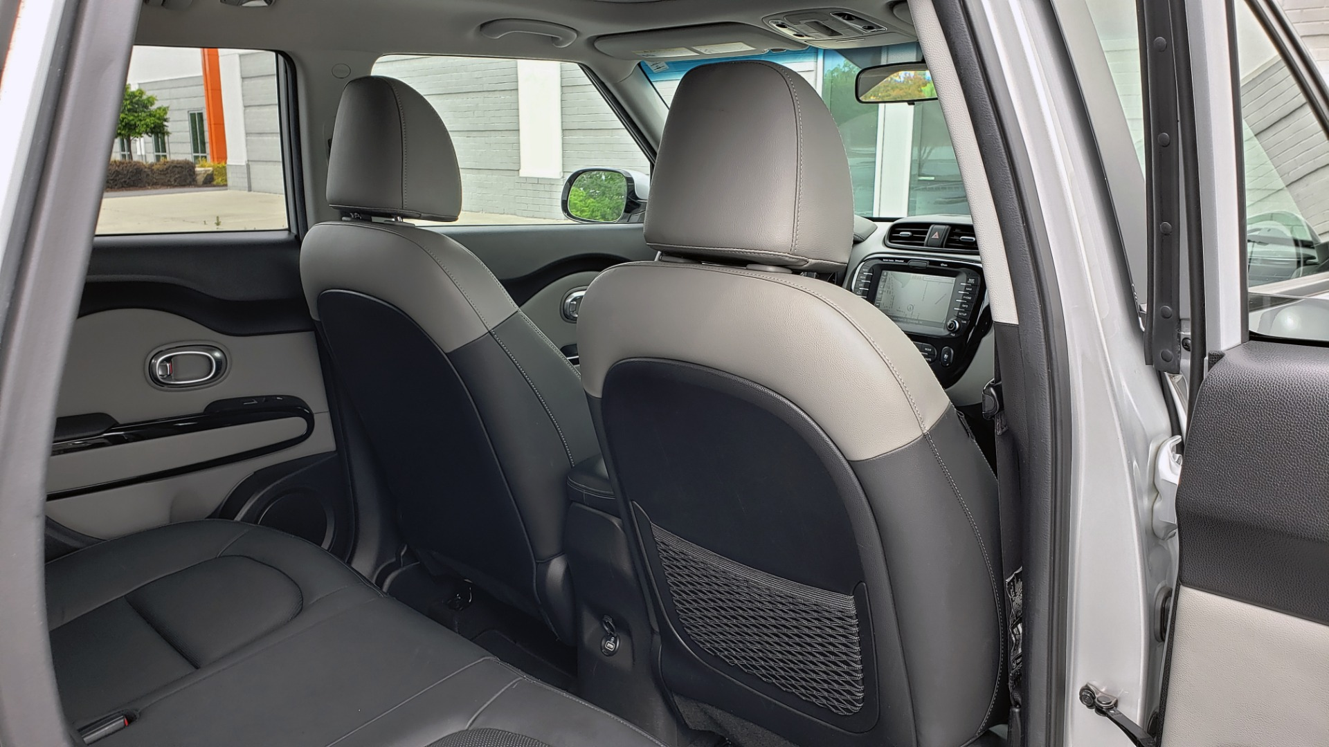Used 2017 Kia SOUL PLUS / NAV / SUNROOF / LEATHER / HTD STS / REARVIEW for sale $16,995 at Formula Imports in Charlotte NC 28227 68
