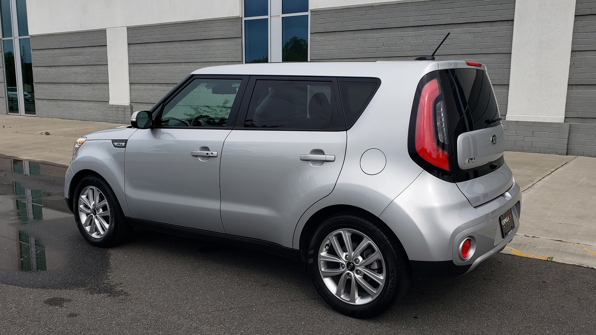 Used 2017 Kia SOUL PLUS / NAV / SUNROOF / LEATHER / HTD STS / REARVIEW for sale $16,995 at Formula Imports in Charlotte NC 28227 7