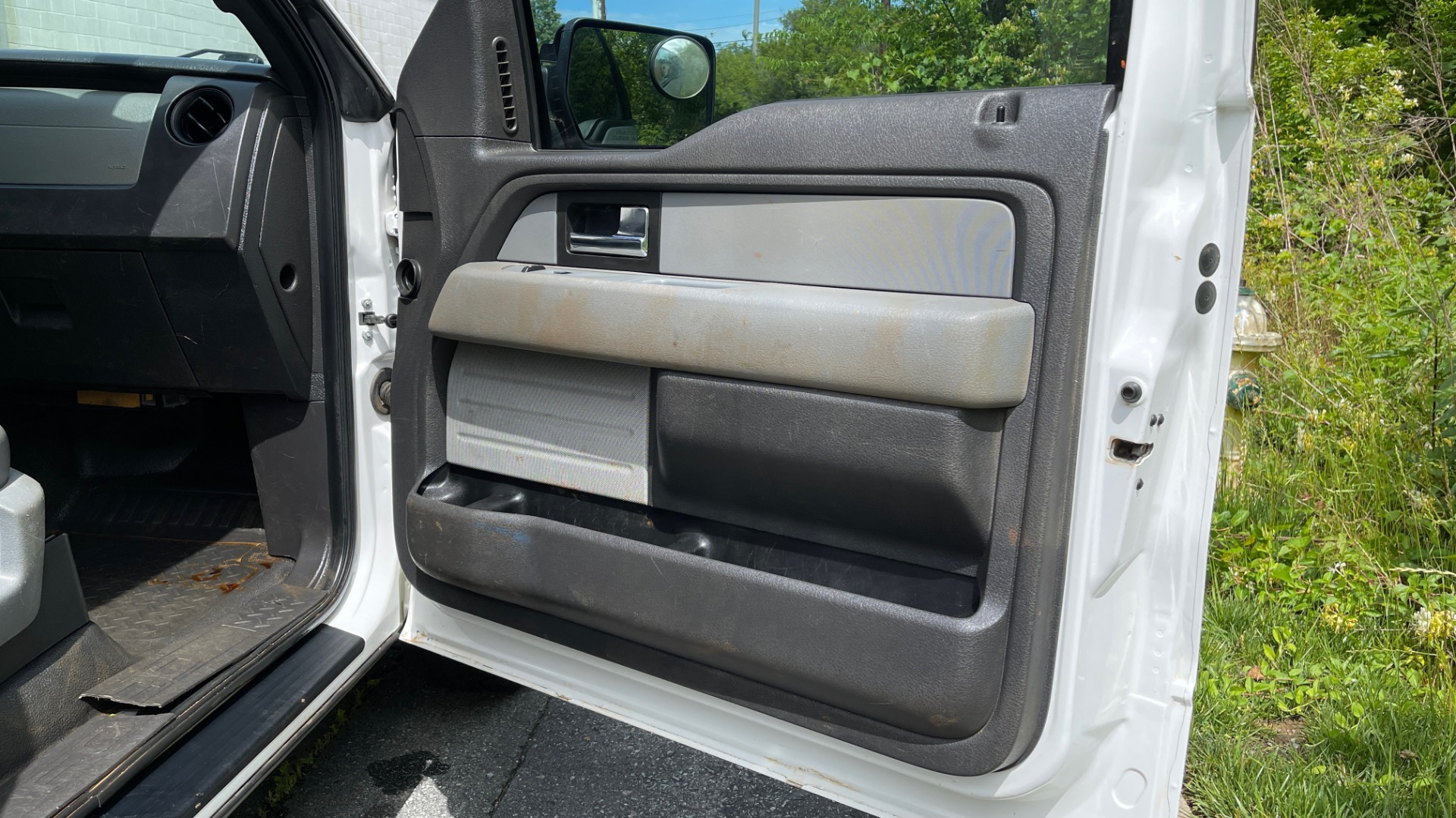 Used 2013 Ford F-150 XL / 2WD / V6 / AUTO / LONG BED / 145IN WB / WT / ROOF RACK / AUX TANK for sale Sold at Formula Imports in Charlotte NC 28227 23