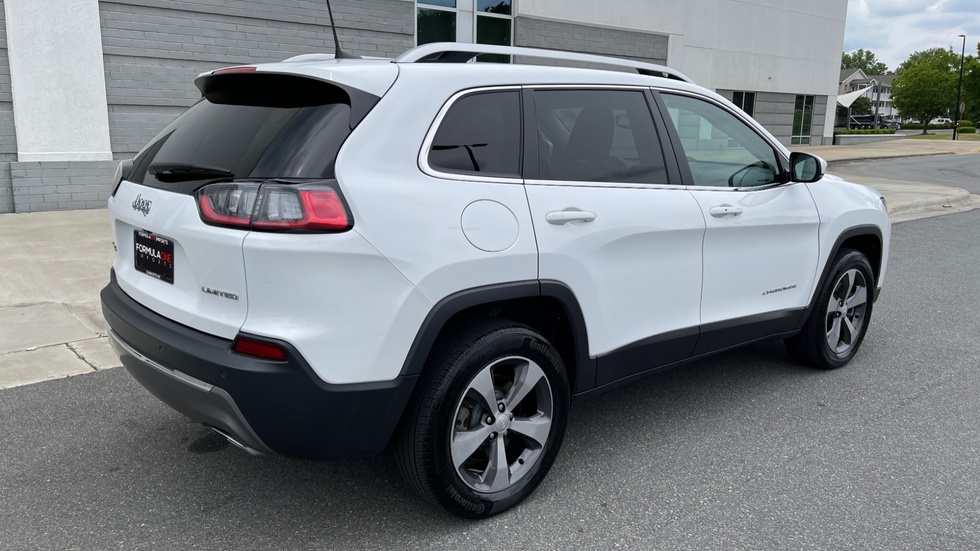 Used 2019 Jeep CHEROKEE LIMITED 4X4 / KEYLESS-GO / BLIND SPOT AND CROSS PATH / REMOTE START / REARV for sale $26,995 at Formula Imports in Charlotte NC 28227 2