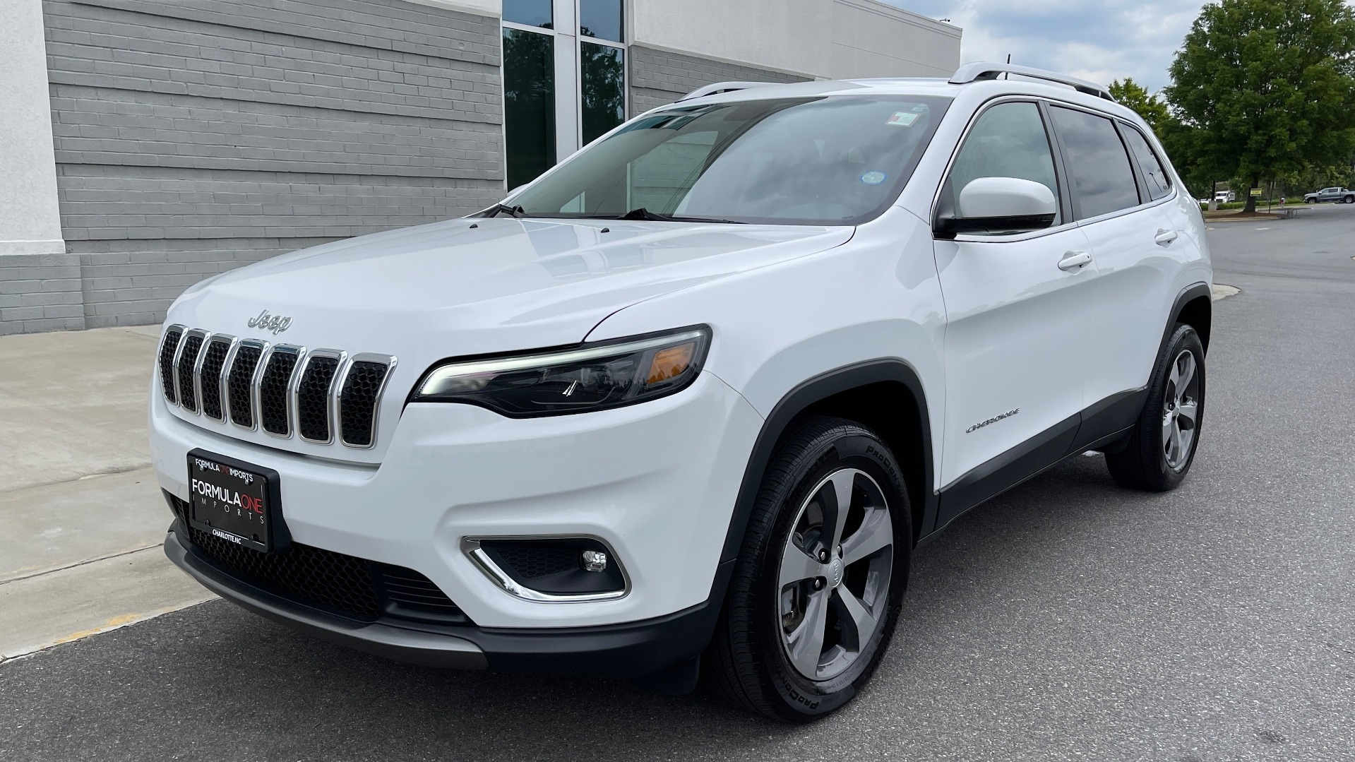 Used 2019 Jeep CHEROKEE LIMITED 4X4 / KEYLESS-GO / BLIND SPOT AND CROSS PATH / REMOTE START / REARV for sale $26,995 at Formula Imports in Charlotte NC 28227 3