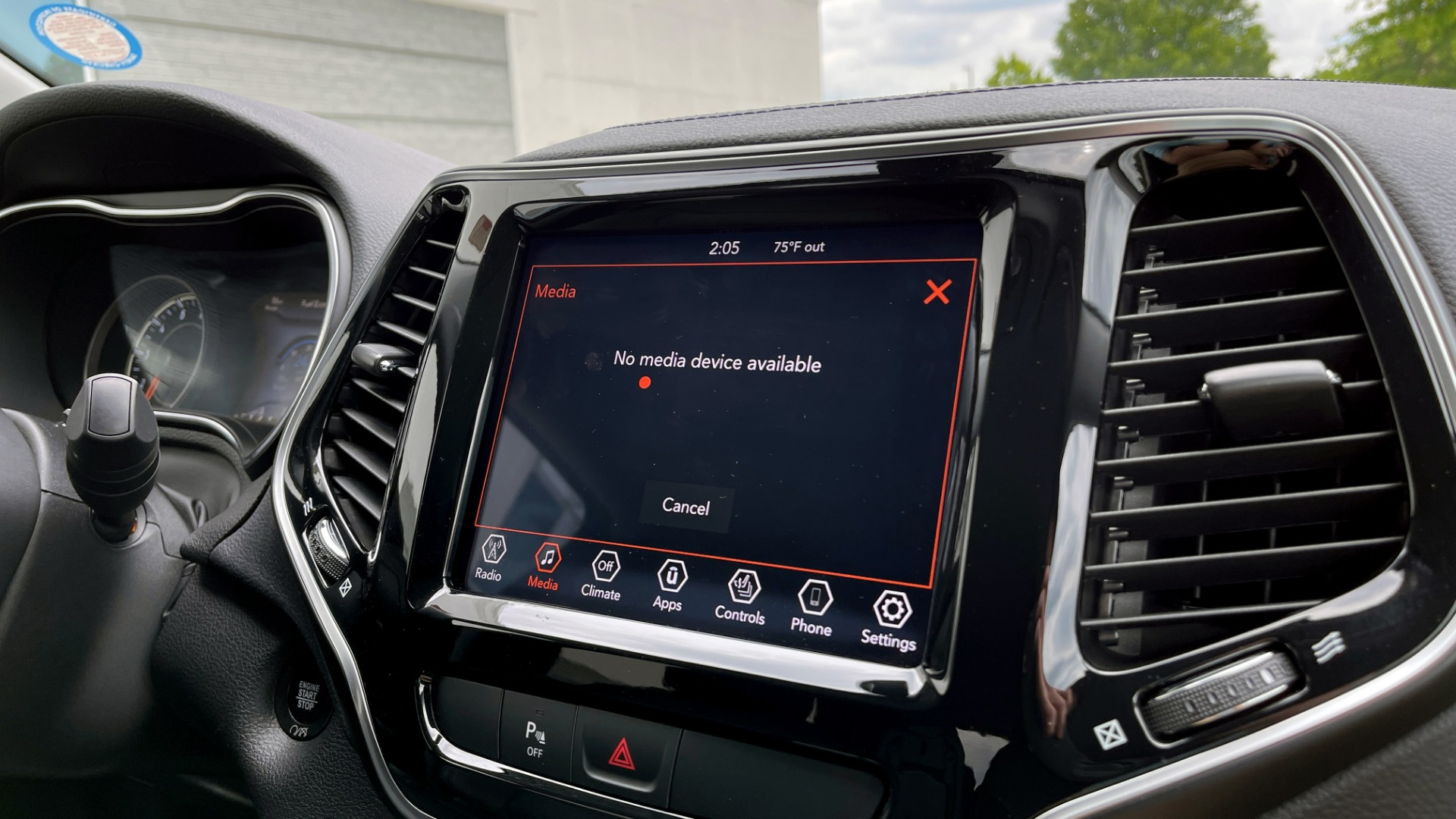 Used 2019 Jeep CHEROKEE LIMITED 4X4 / KEYLESS-GO / BLIND SPOT AND CROSS PATH / REMOTE START / REARV for sale $26,995 at Formula Imports in Charlotte NC 28227 52