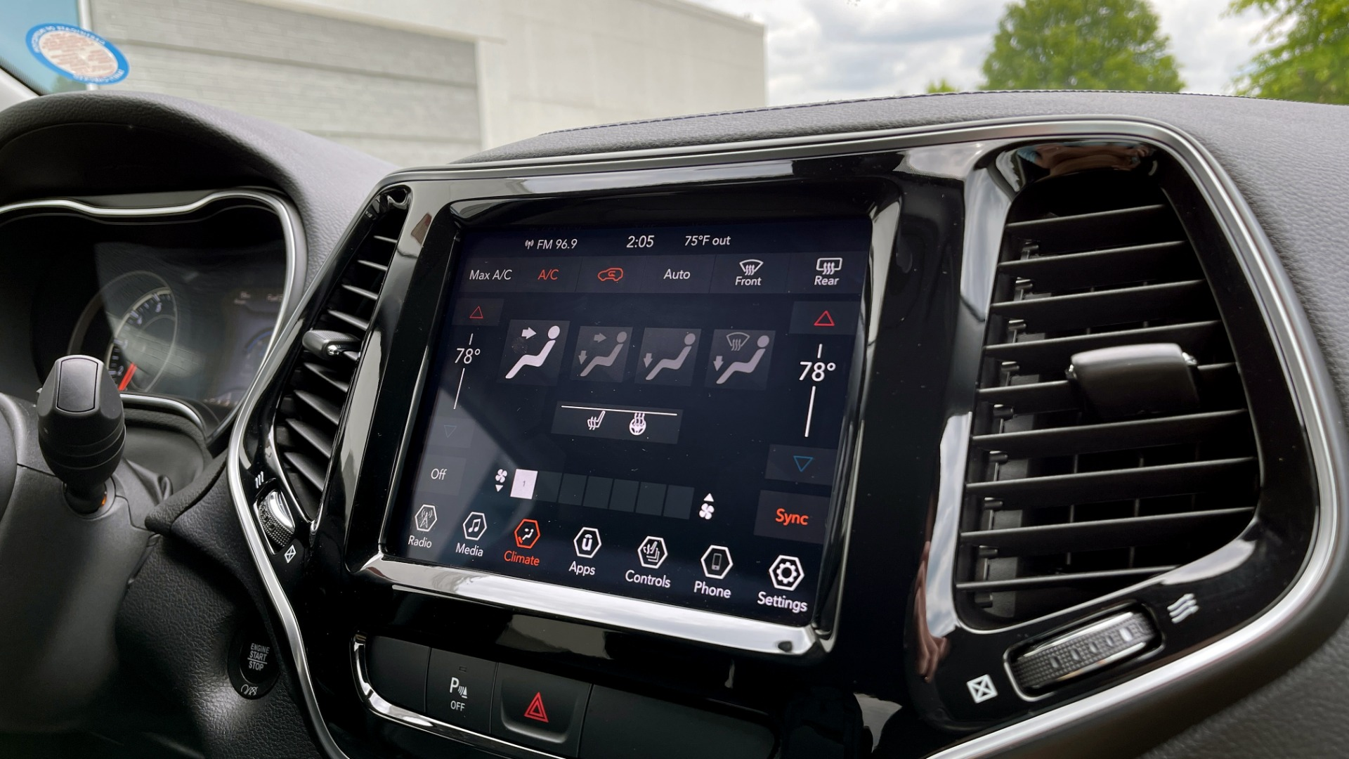 Used 2019 Jeep CHEROKEE LIMITED 4X4 / KEYLESS-GO / BLIND SPOT AND CROSS PATH / REMOTE START / REARV for sale $26,995 at Formula Imports in Charlotte NC 28227 53