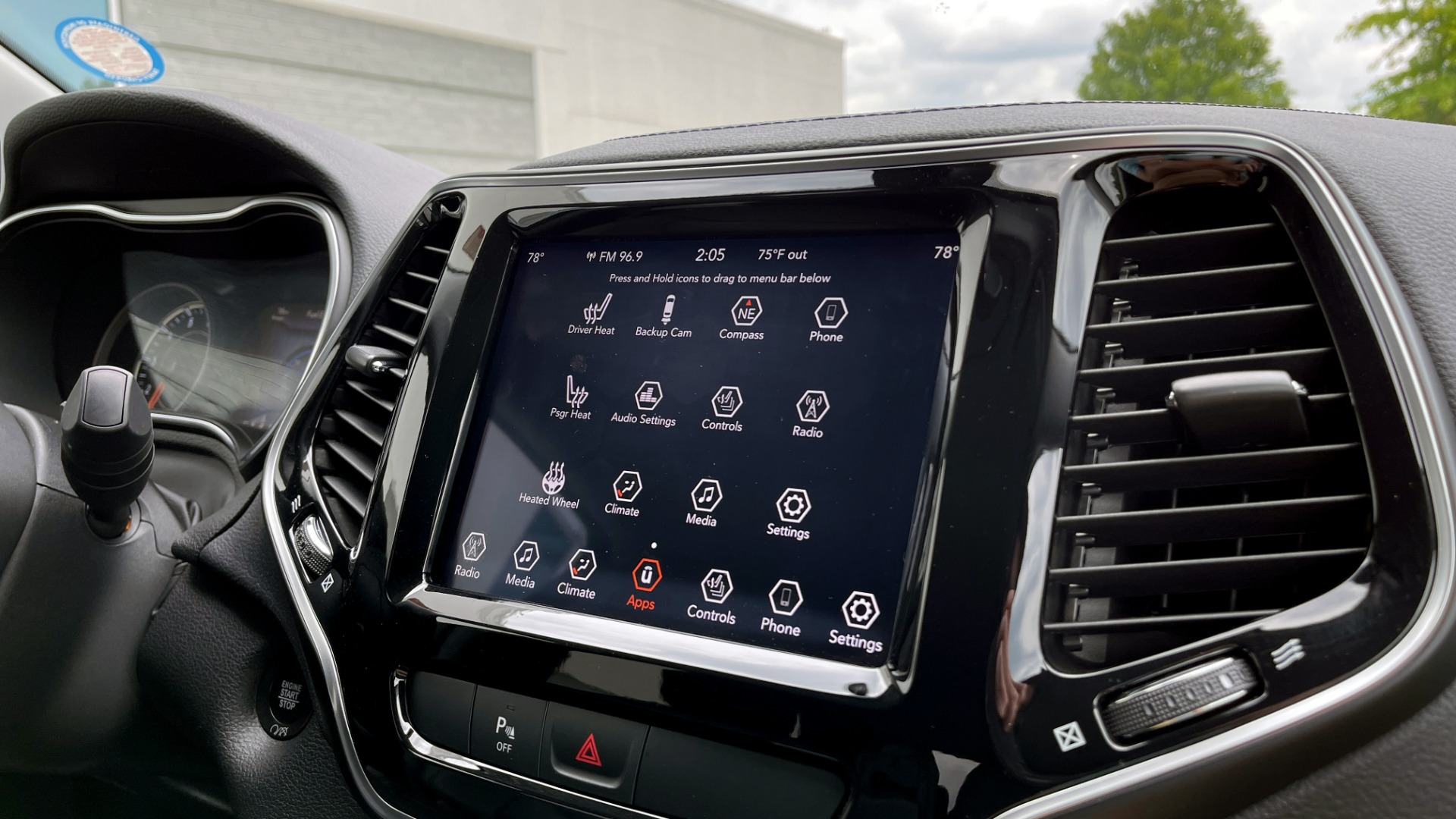 Used 2019 Jeep CHEROKEE LIMITED 4X4 / KEYLESS-GO / BLIND SPOT AND CROSS PATH / REMOTE START / REARV for sale $26,995 at Formula Imports in Charlotte NC 28227 54