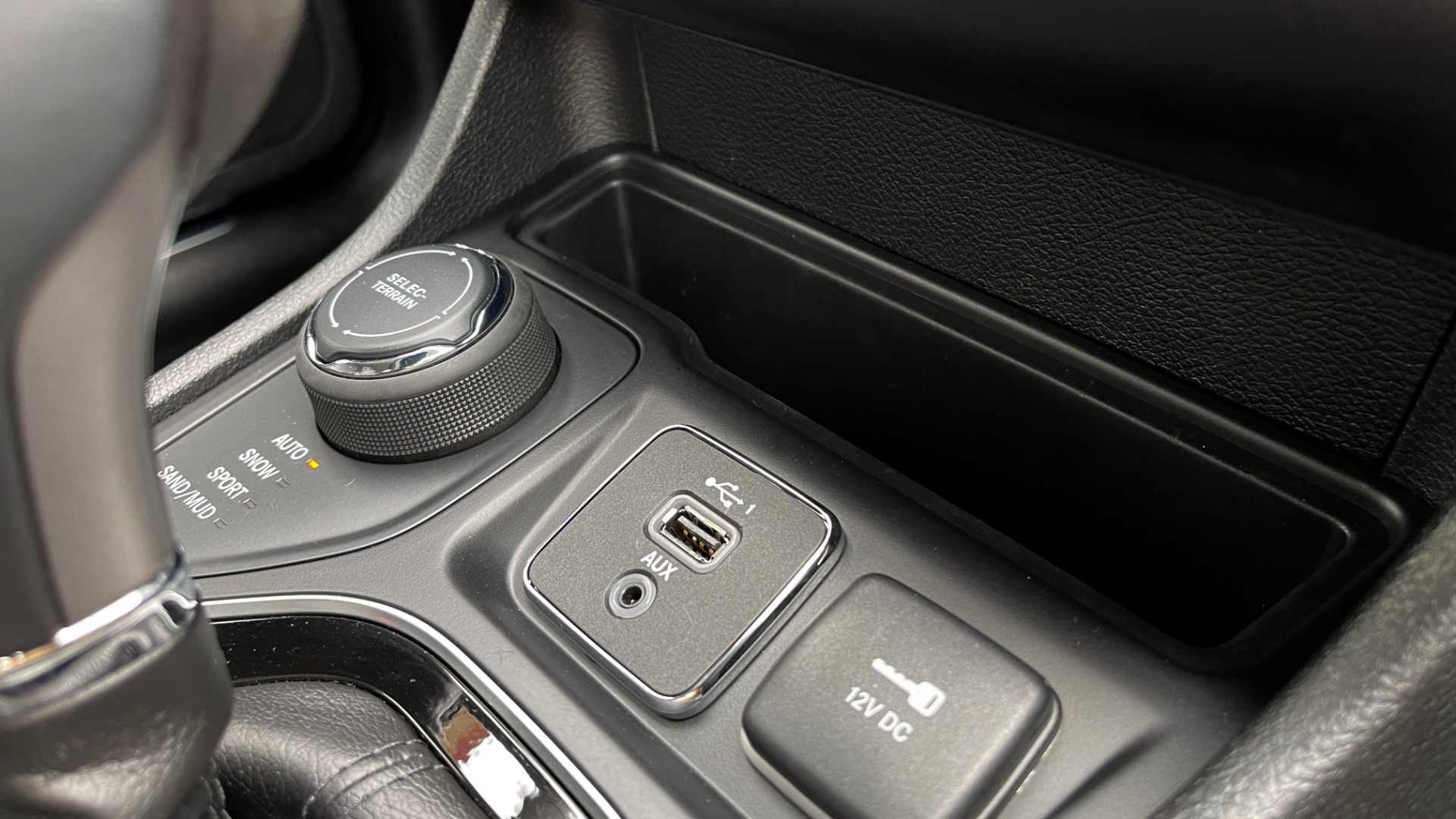 Used 2019 Jeep CHEROKEE LIMITED 4X4 / KEYLESS-GO / BLIND SPOT AND CROSS PATH / REMOTE START / REARV for sale $26,995 at Formula Imports in Charlotte NC 28227 58