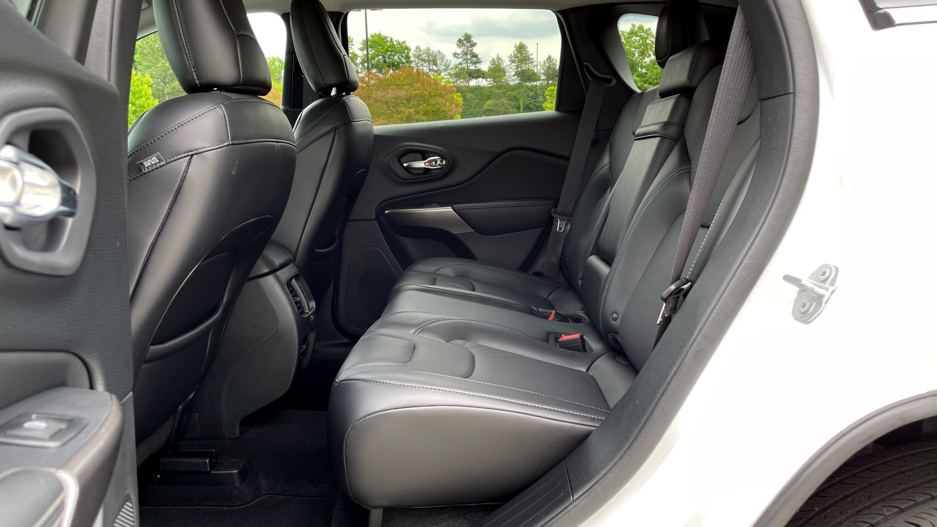 Used 2019 Jeep CHEROKEE LIMITED 4X4 / KEYLESS-GO / BLIND SPOT AND CROSS PATH / REMOTE START / REARV for sale $26,995 at Formula Imports in Charlotte NC 28227 65