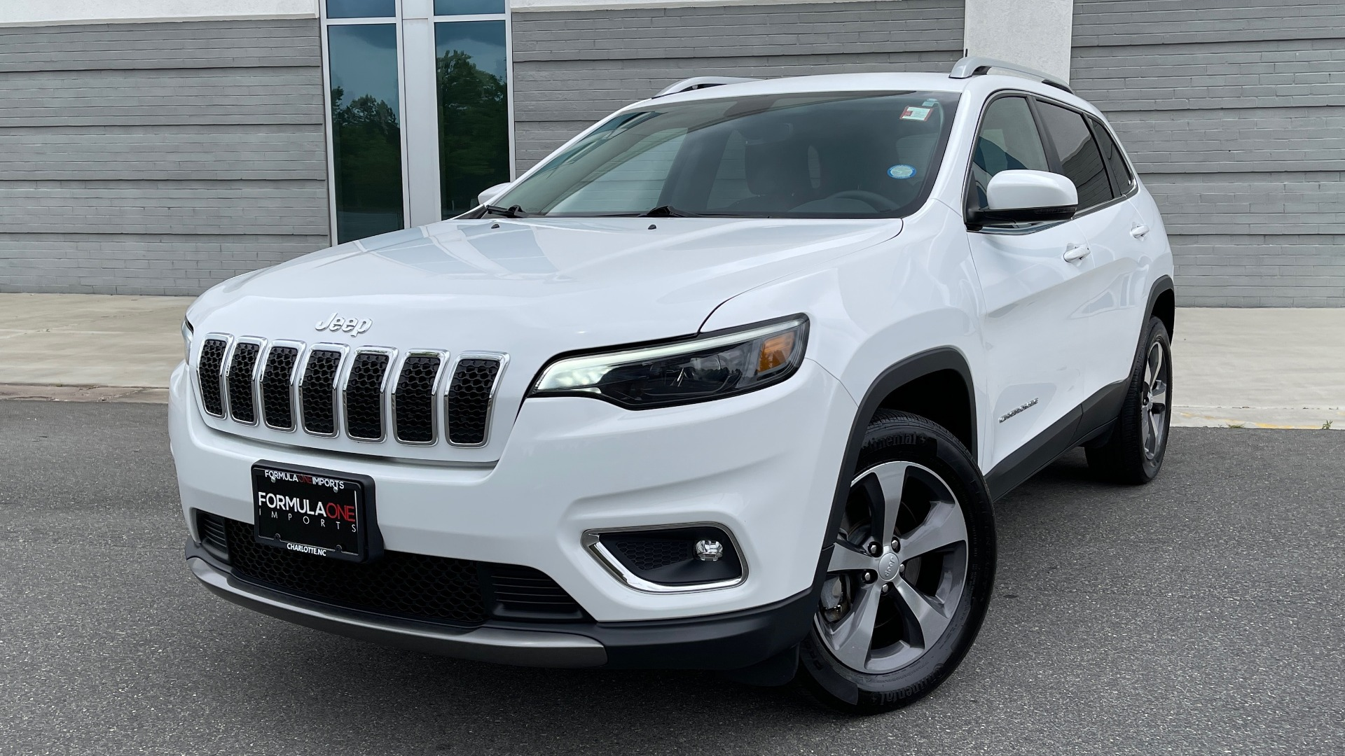 Used 2019 Jeep CHEROKEE LIMITED 4X4 / KEYLESS-GO / BLIND SPOT AND CROSS PATH / REMOTE START / REARV for sale $26,995 at Formula Imports in Charlotte NC 28227 1