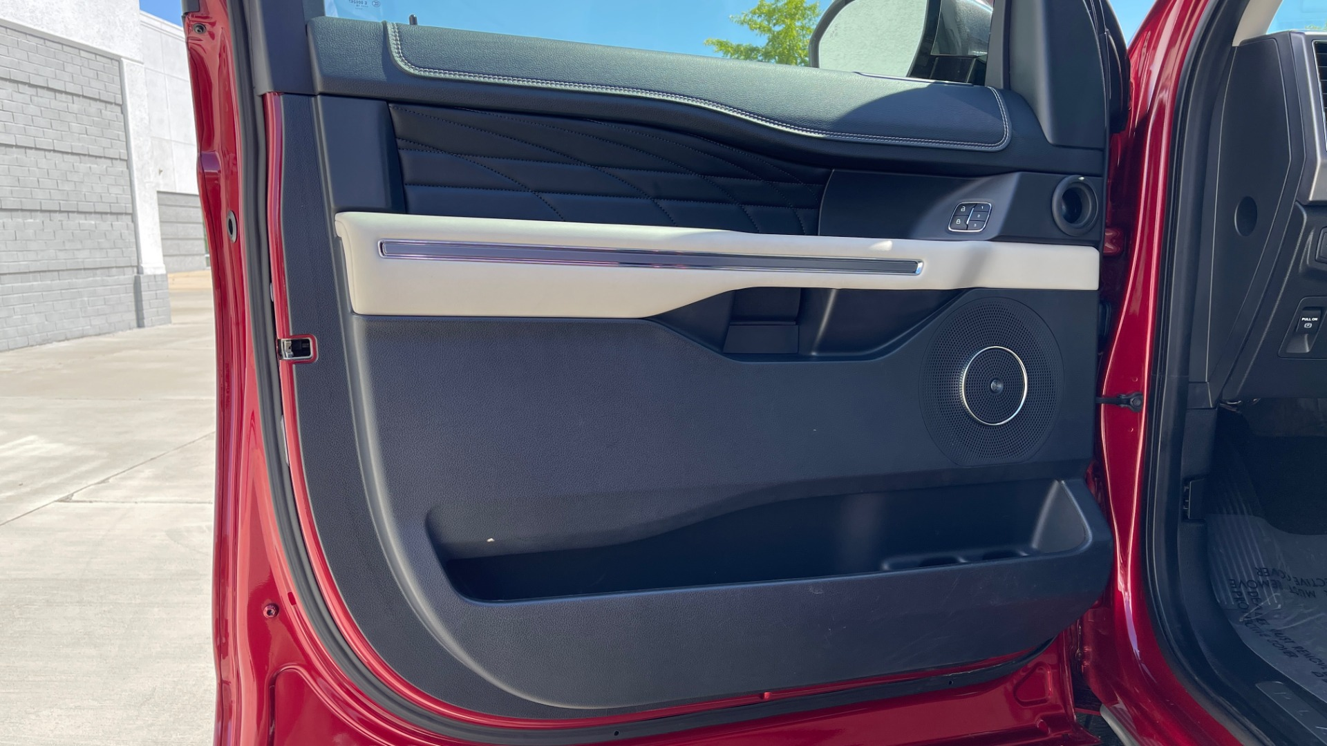 Used 2019 Ford EXPEDITION PLATINUM / 3.5L ECOBOOST / NAV / WIFI / SUNROOF / 3-ROW / REARVIEW for sale Sold at Formula Imports in Charlotte NC 28227 29