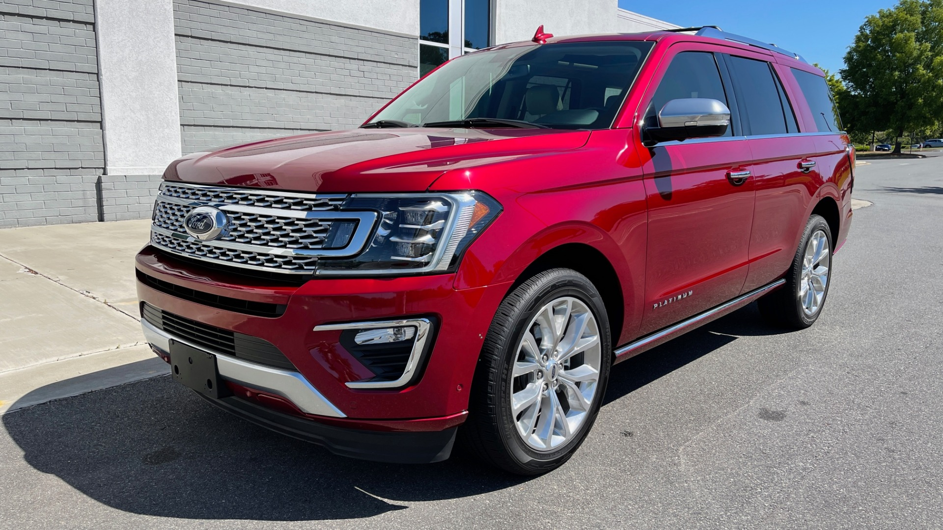 Used 2019 Ford EXPEDITION PLATINUM / 3.5L ECOBOOST / NAV / WIFI / SUNROOF / 3-ROW / REARVIEW for sale Sold at Formula Imports in Charlotte NC 28227 3