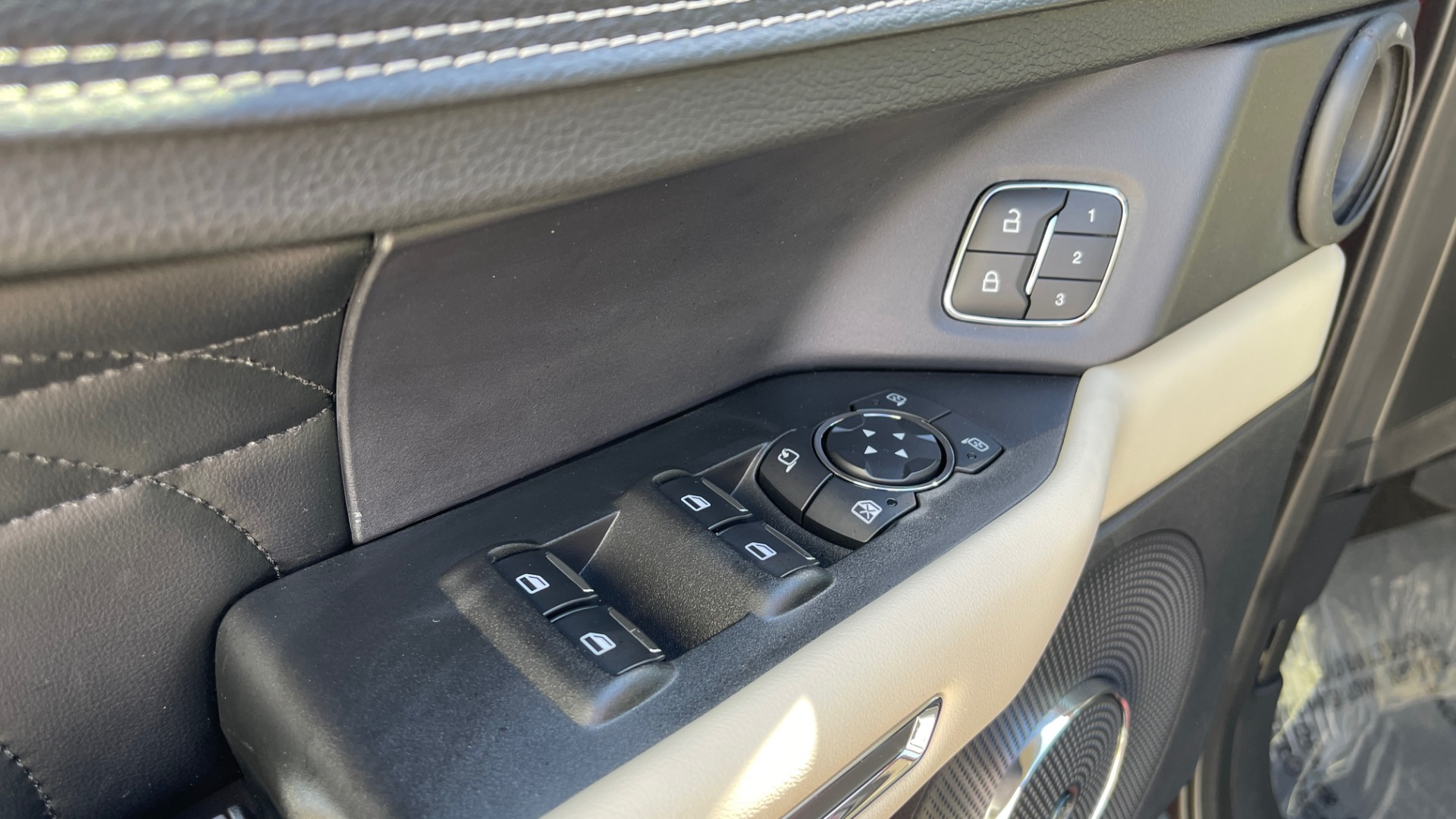 Used 2019 Ford EXPEDITION PLATINUM / 3.5L ECOBOOST / NAV / WIFI / SUNROOF / 3-ROW / REARVIEW for sale Sold at Formula Imports in Charlotte NC 28227 31