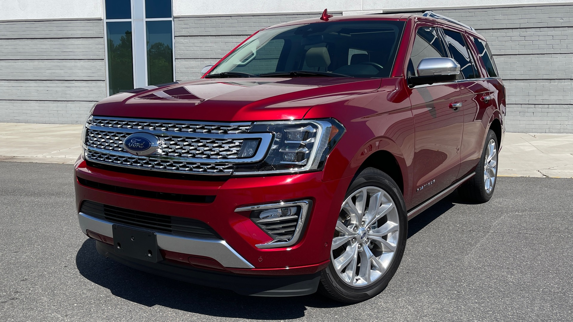 Used 2019 Ford EXPEDITION PLATINUM / 3.5L ECOBOOST / NAV / WIFI / SUNROOF / 3-ROW / REARVIEW for sale Sold at Formula Imports in Charlotte NC 28227 1