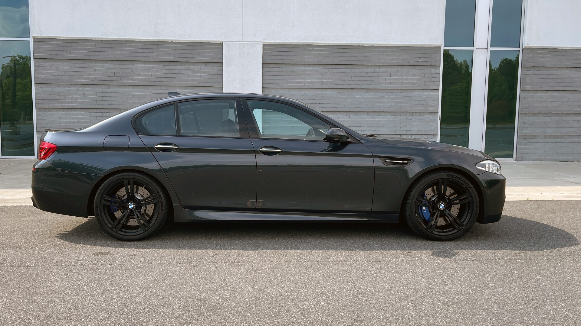 Used 2015 BMW M5 SEDAN / EXEC PKG / HUD / NAV / B&O SND / SUNROOF / REARVIEW for sale Sold at Formula Imports in Charlotte NC 28227 5