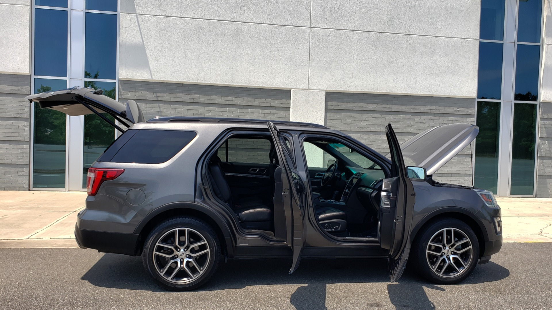 Used 2016 Ford EXPLORER SPORT 4WD / 3.5L ECOBOOST / 6-SPD AUTO / BSM / REARVIEW for sale Sold at Formula Imports in Charlotte NC 28227 10