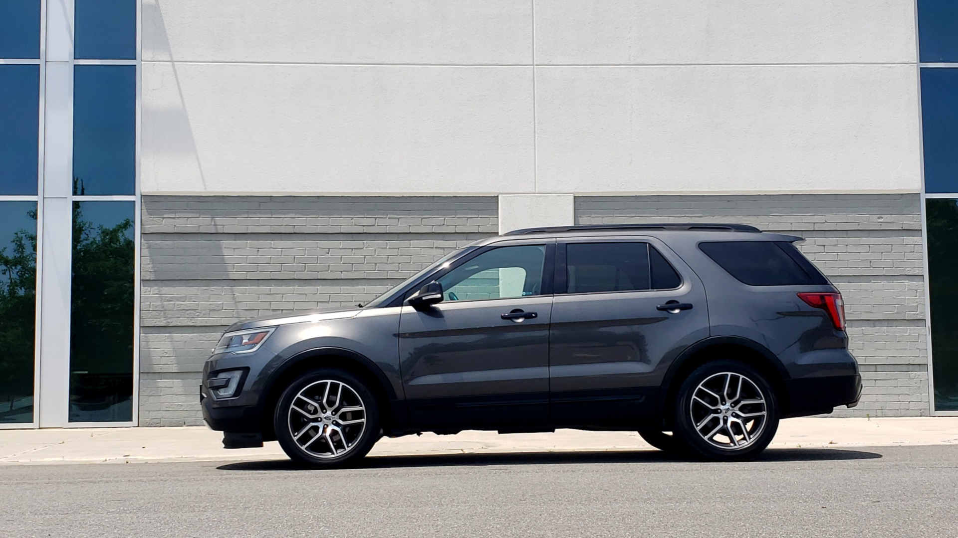 Used 2016 Ford EXPLORER SPORT 4WD / 3.5L ECOBOOST / 6-SPD AUTO / BSM / REARVIEW for sale Sold at Formula Imports in Charlotte NC 28227 5