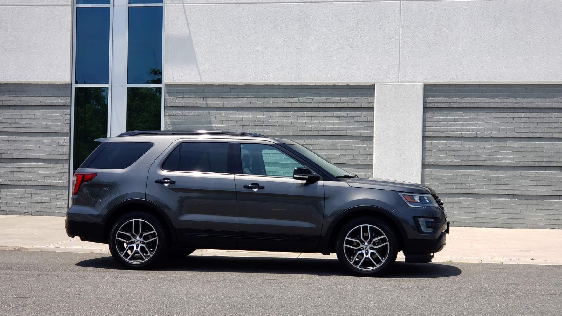 Used 2016 Ford EXPLORER SPORT 4WD / 3.5L ECOBOOST / 6-SPD AUTO / BSM / REARVIEW for sale Sold at Formula Imports in Charlotte NC 28227 8
