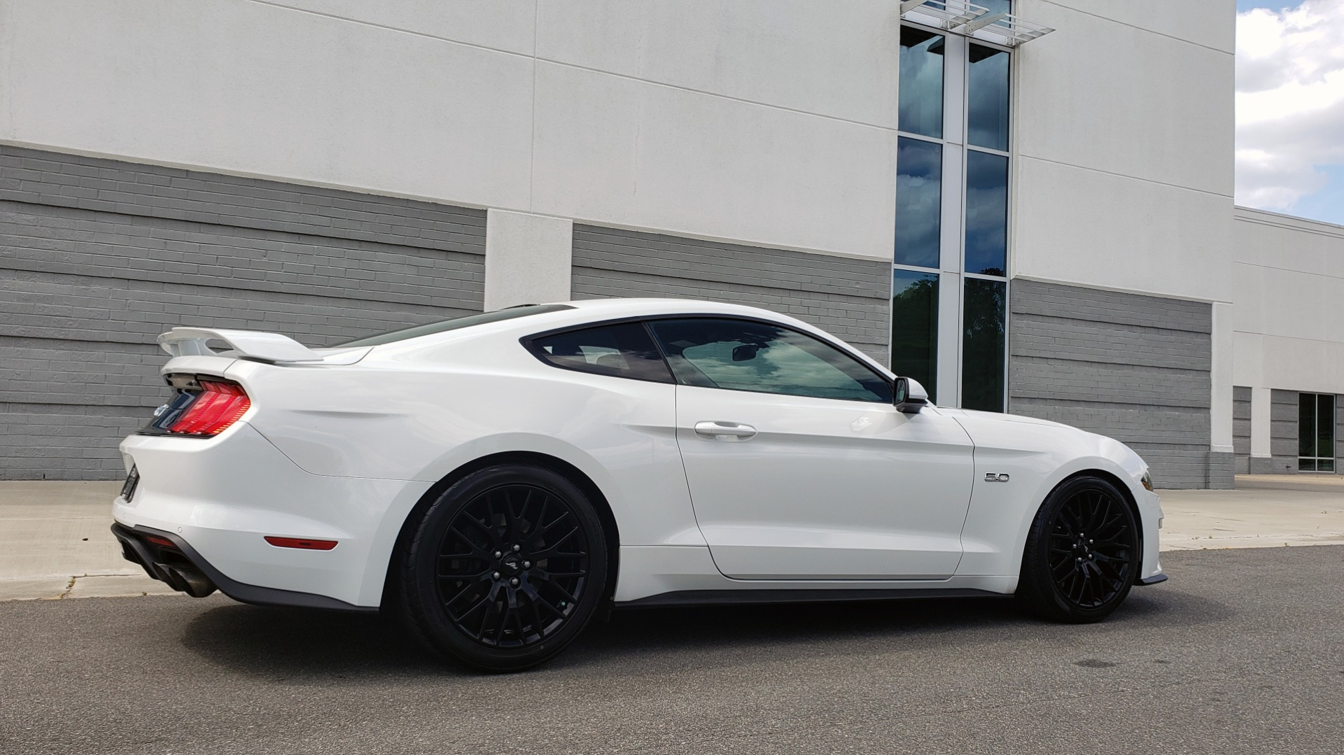 Used 2018 Ford MUSTANG GT COUPE / 5.0L V8 / AUTO / PERF PKG / REARVIEW / 19IN WHLS for sale Sold at Formula Imports in Charlotte NC 28227 10