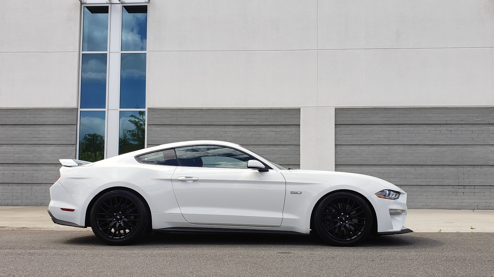 Used 2018 Ford MUSTANG GT COUPE / 5.0L V8 / AUTO / PERF PKG / REARVIEW / 19IN WHLS for sale Sold at Formula Imports in Charlotte NC 28227 11