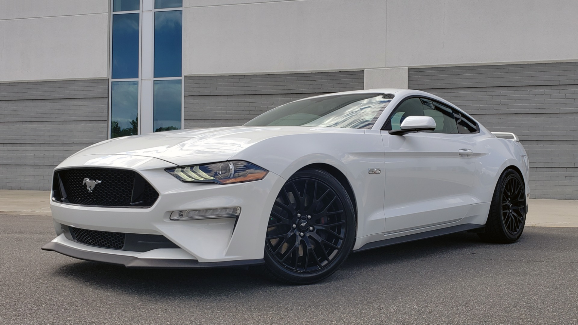 Used 2018 Ford MUSTANG GT COUPE / 5.0L V8 / AUTO / PERF PKG / REARVIEW / 19IN WHLS for sale Sold at Formula Imports in Charlotte NC 28227 3