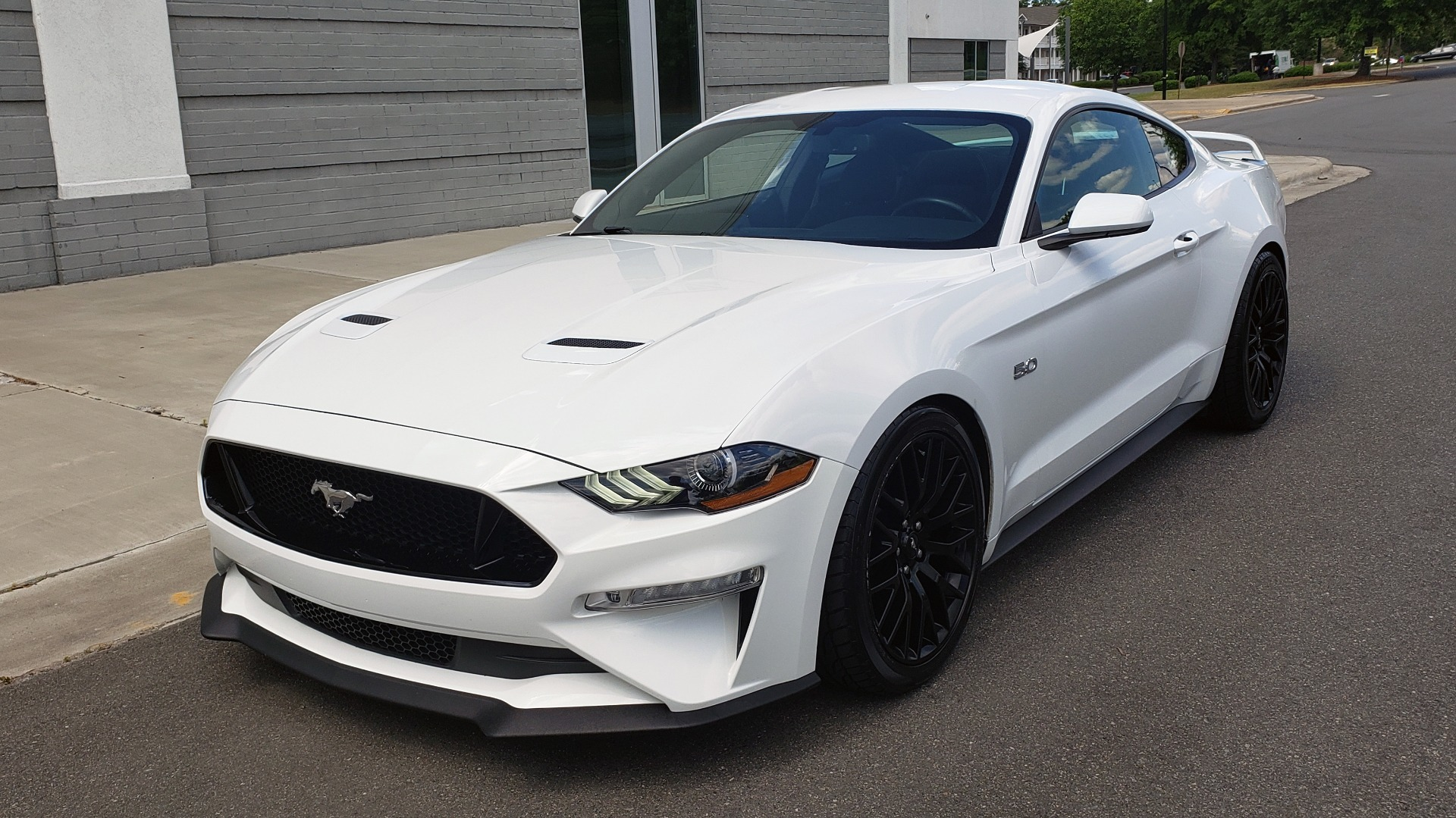 Used 2018 Ford MUSTANG GT COUPE / 5.0L V8 / AUTO / PERF PKG / REARVIEW / 19IN WHLS for sale Sold at Formula Imports in Charlotte NC 28227 4