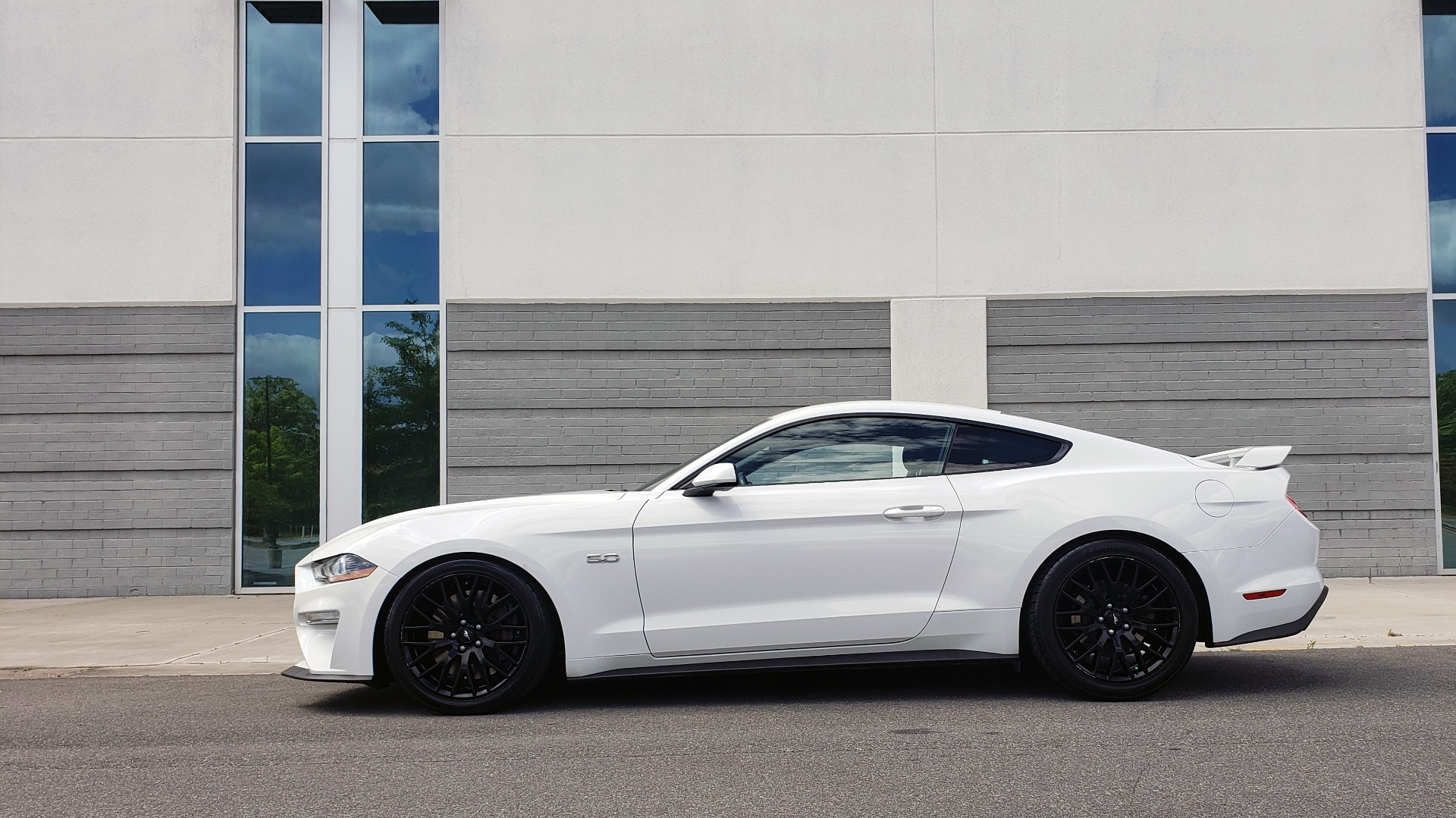 Used 2018 Ford MUSTANG GT COUPE / 5.0L V8 / AUTO / PERF PKG / REARVIEW / 19IN WHLS for sale Sold at Formula Imports in Charlotte NC 28227 7