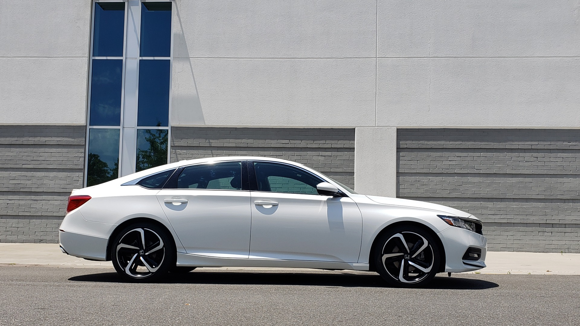 Used 2018 Honda ACCORD SEDAN SPORT 1.5T / CVT TRANS / FWD / 19IN WHEELS for sale $20,995 at Formula Imports in Charlotte NC 28227 10