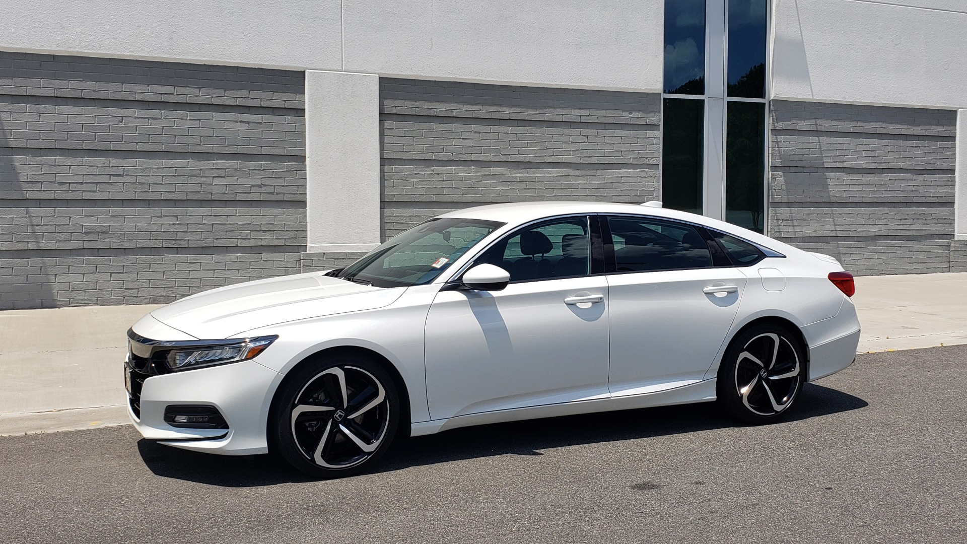 Used 2018 Honda ACCORD SEDAN SPORT 1.5T / CVT TRANS / FWD / 19IN WHEELS for sale $20,995 at Formula Imports in Charlotte NC 28227 4