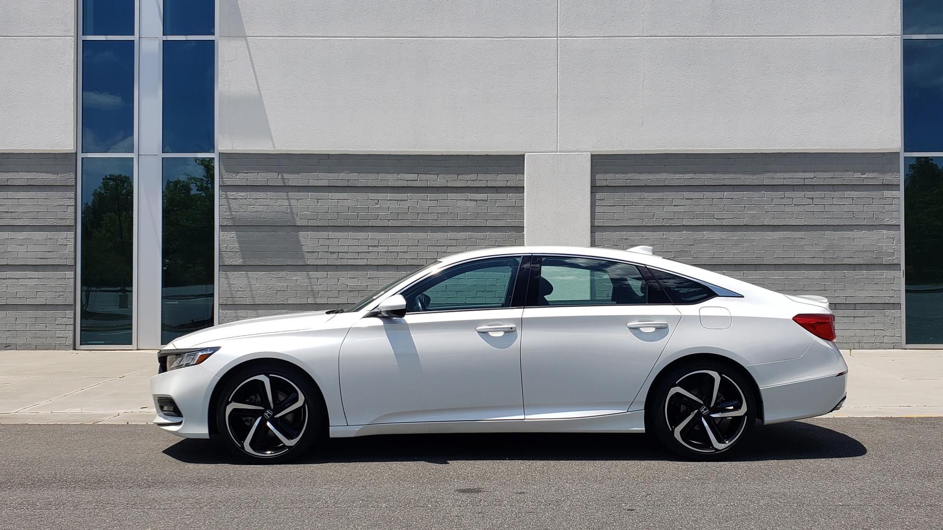 Used 2018 Honda ACCORD SEDAN SPORT 1.5T / CVT TRANS / FWD / 19IN WHEELS for sale $20,995 at Formula Imports in Charlotte NC 28227 5